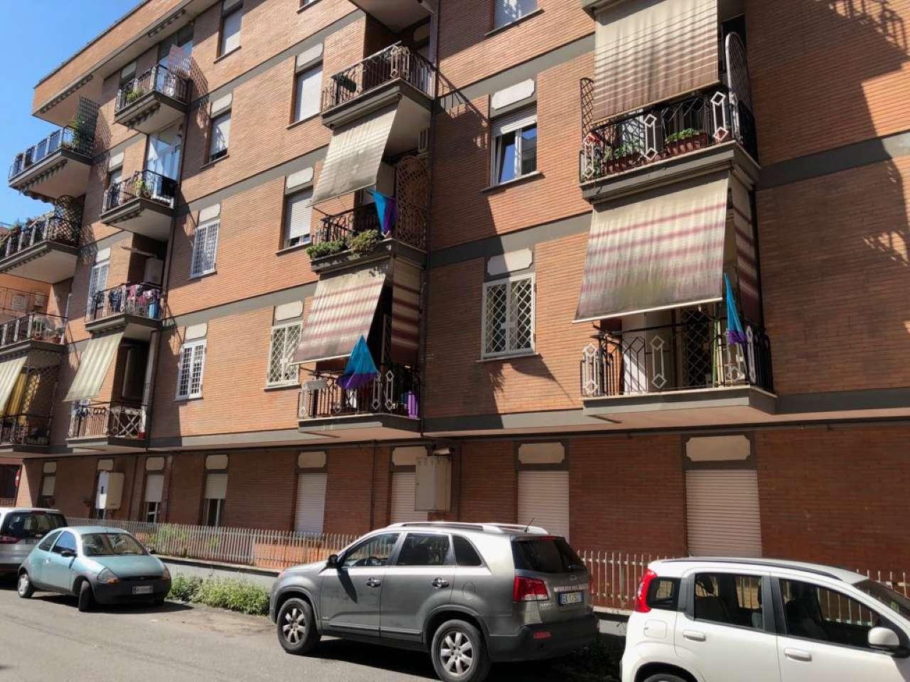 Appartamento in buone condizioni arredato in affitto Rif. 6601620