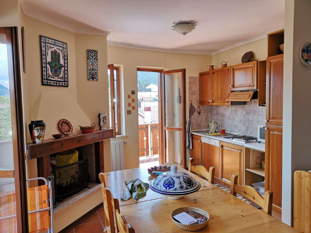 Appartamento in vendita a Ovindoli, 3 locali, prezzo € 100.000 | CambioCasa.it