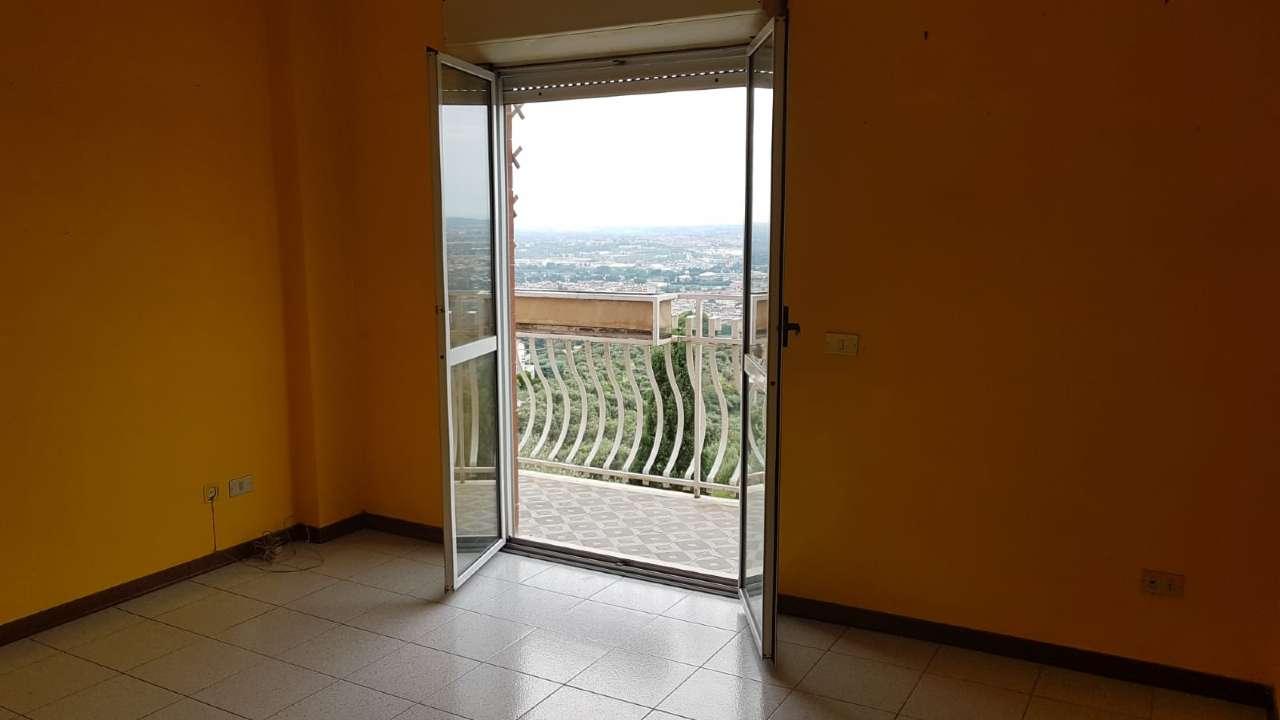 Appartamento in buone condizioni in affitto Rif. 7893196