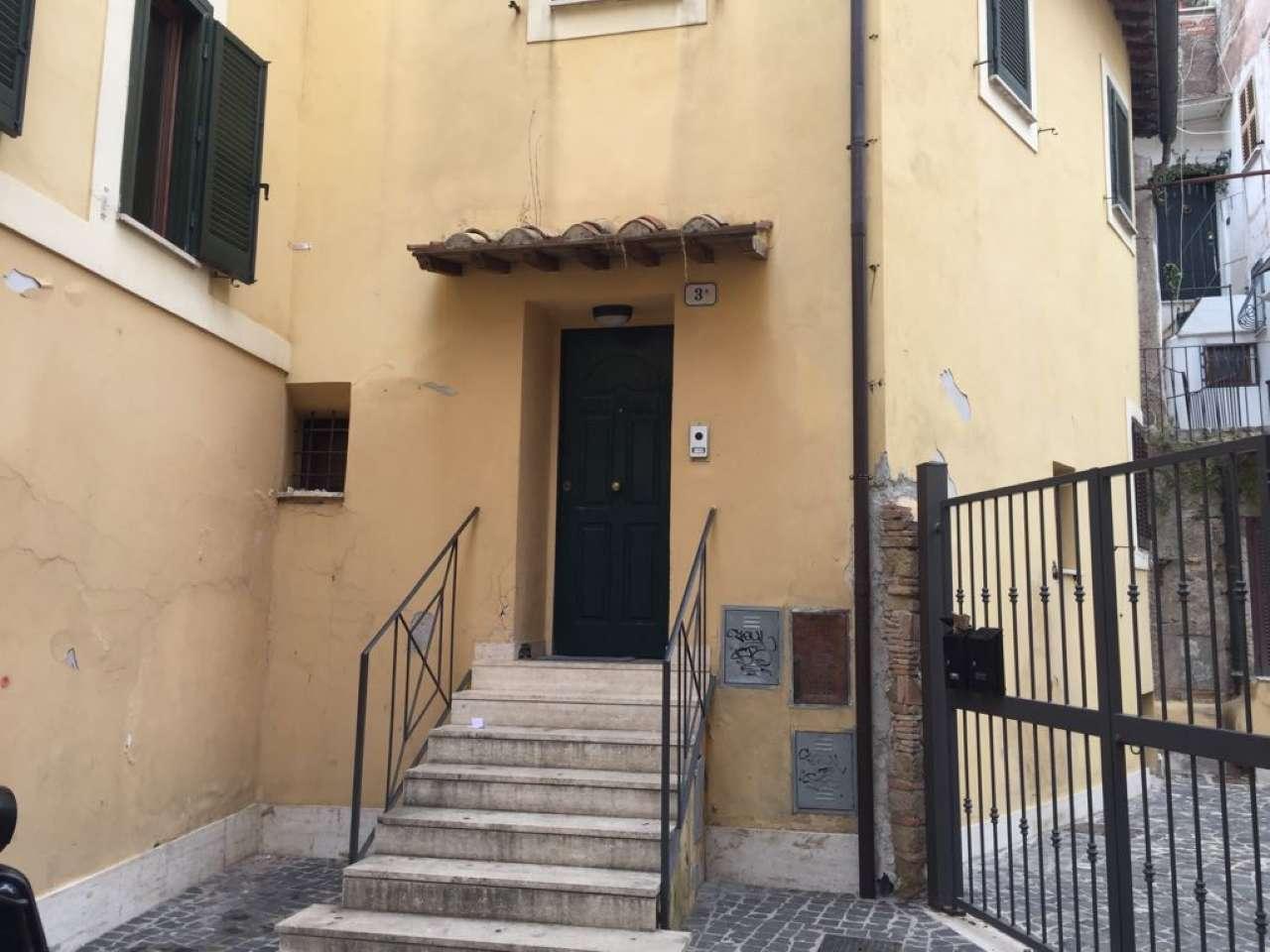 Appartamento parzialmente arredato in affitto Rif. 7970910