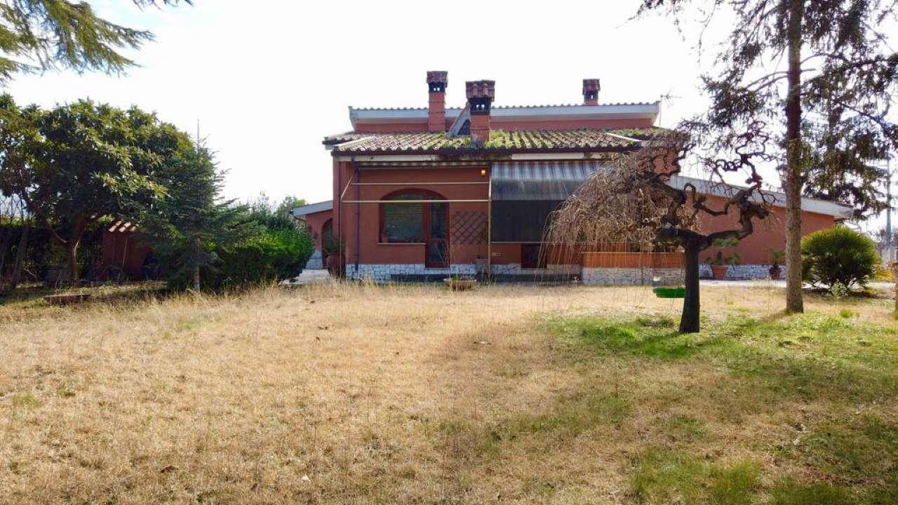 Villa in vendita a Tivoli, 10 locali, prezzo € 700.000 | CambioCasa.it