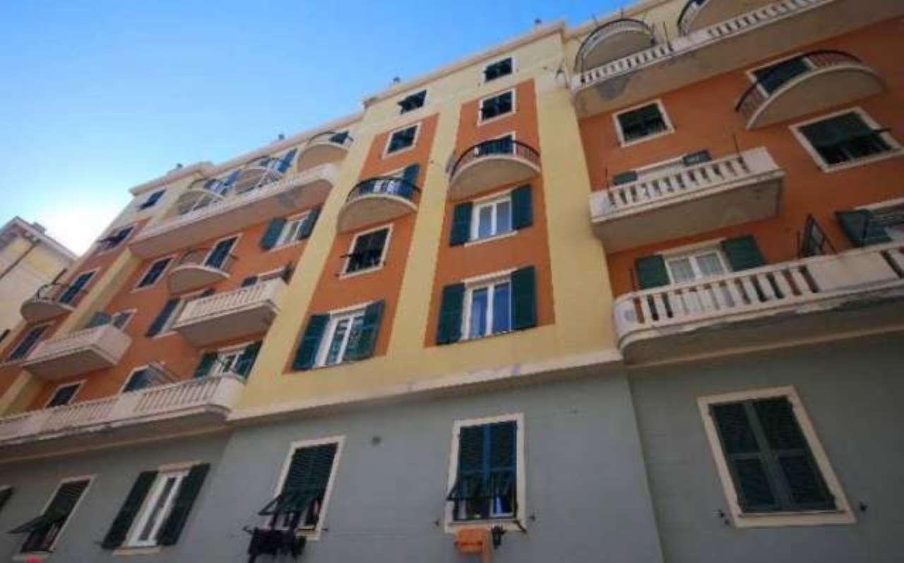 Appartamento genova affitto 800 120 mq riscaldamento for Accensione riscaldamento genova 2017