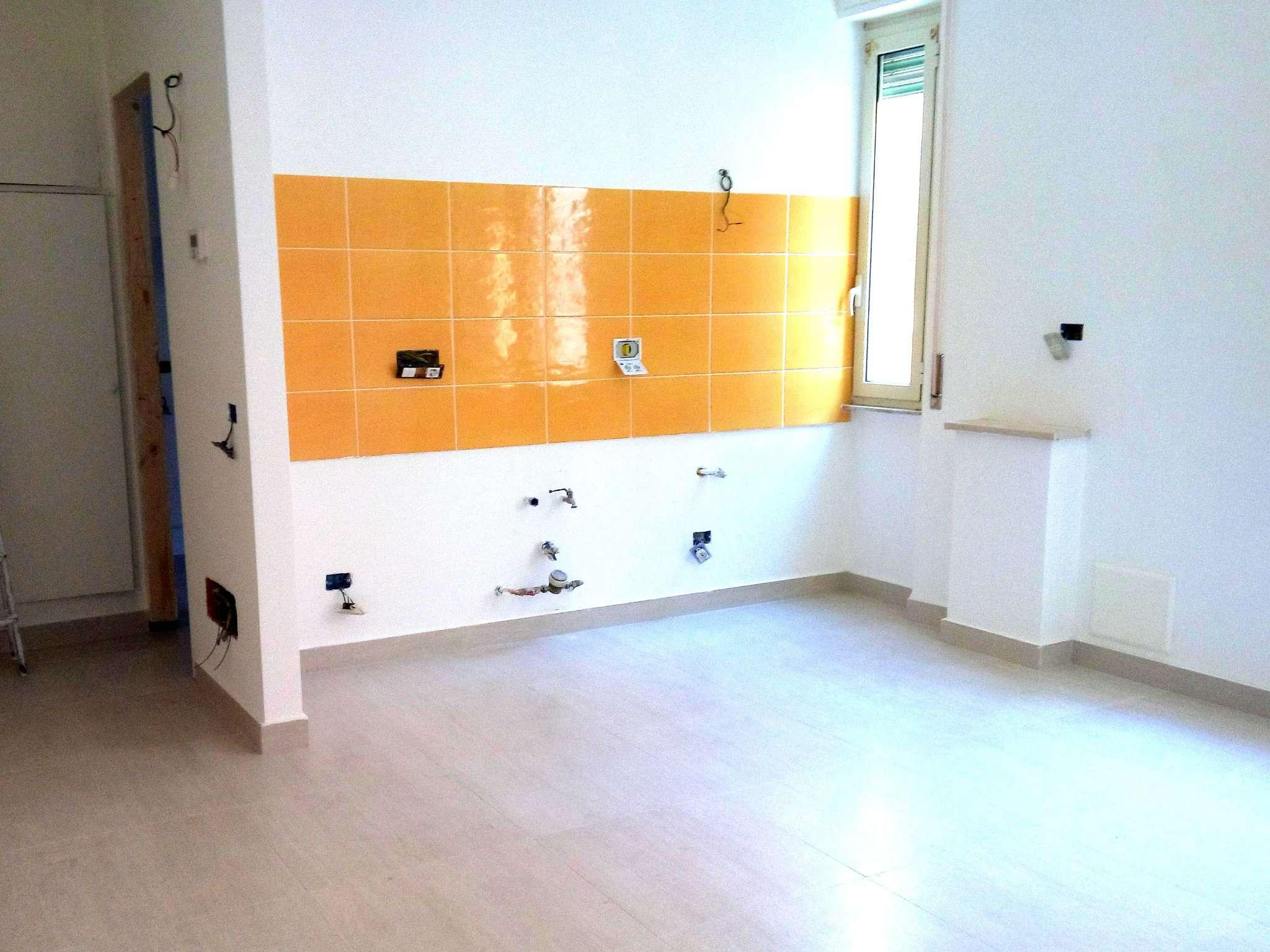 Appartamento ristrutturato parzialmente arredato in affitto Rif. 8022524