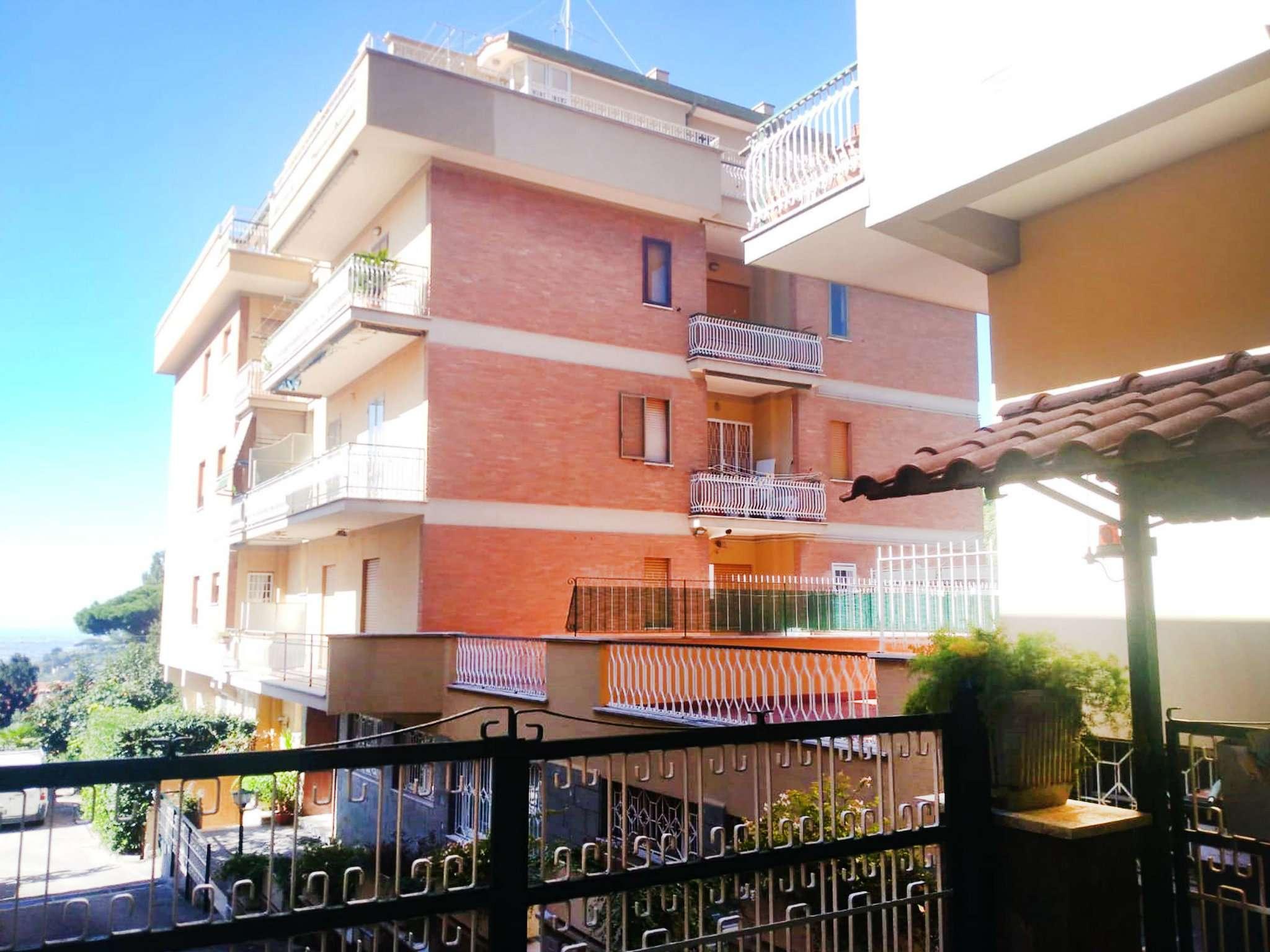 Appartamento in buone condizioni in affitto Rif. 8066753