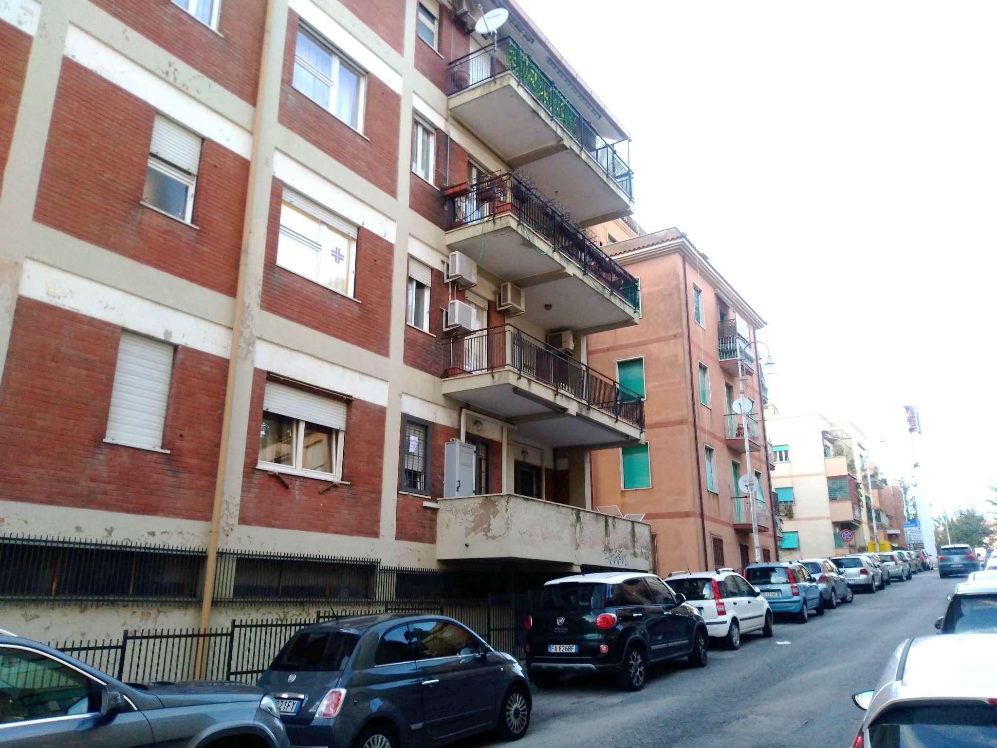 Appartamento in buone condizioni arredato in affitto Rif. 8482842