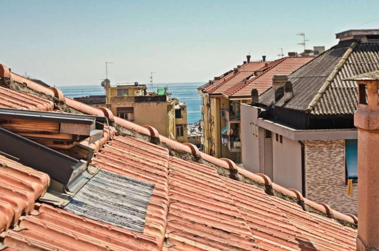 Appartamento in vendita a Chiavari, 6 locali, prezzo € 170.000 | CambioCasa.it