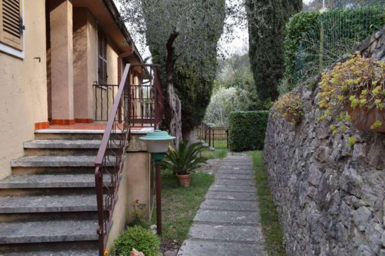 Appartamento in affitto a Torri del Benaco, 2 locali, prezzo € 900 | CambioCasa.it