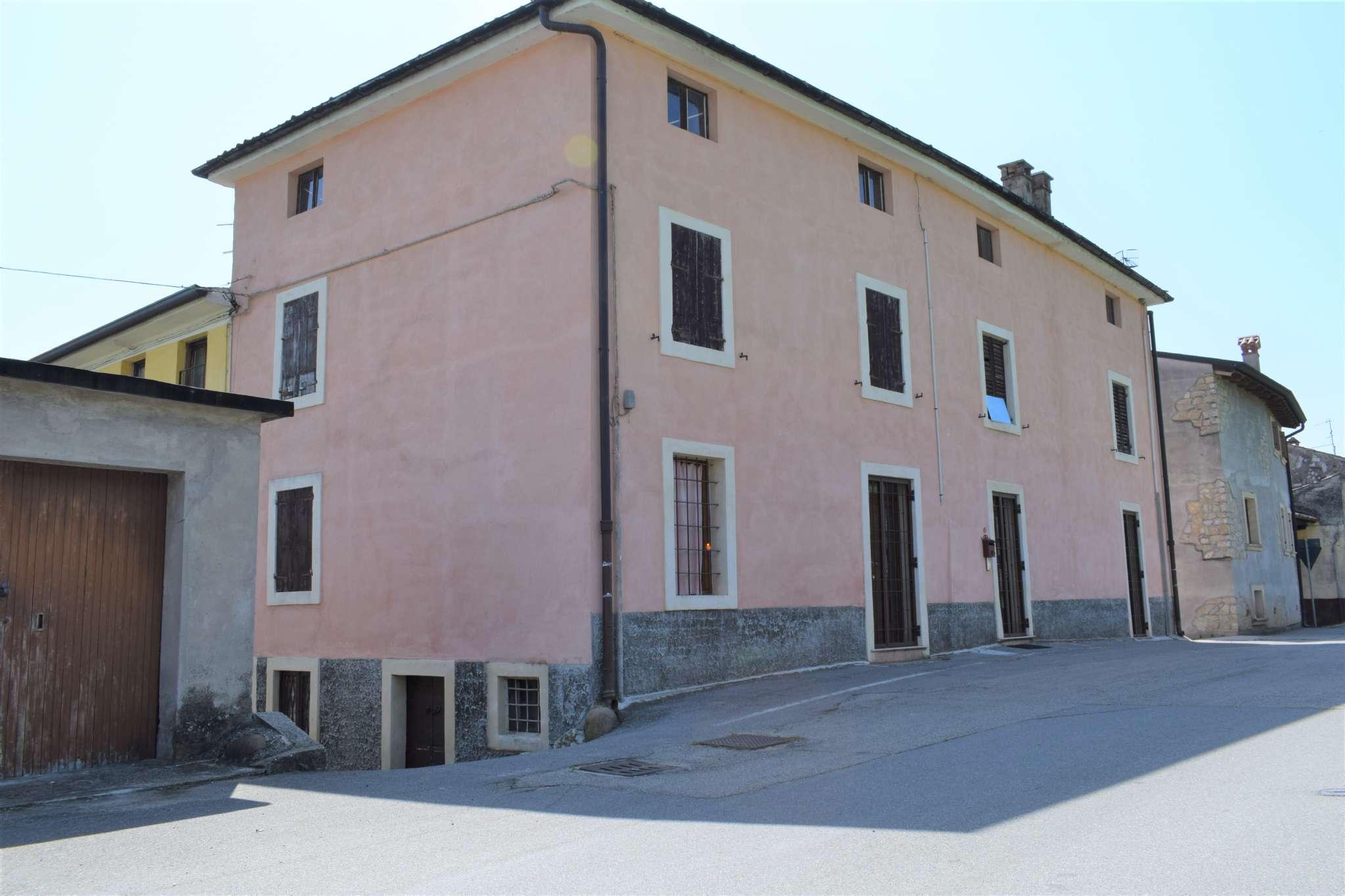 Rustico / Casale in vendita a San Pietro in Cariano, 8 locali, prezzo € 220.000 | CambioCasa.it