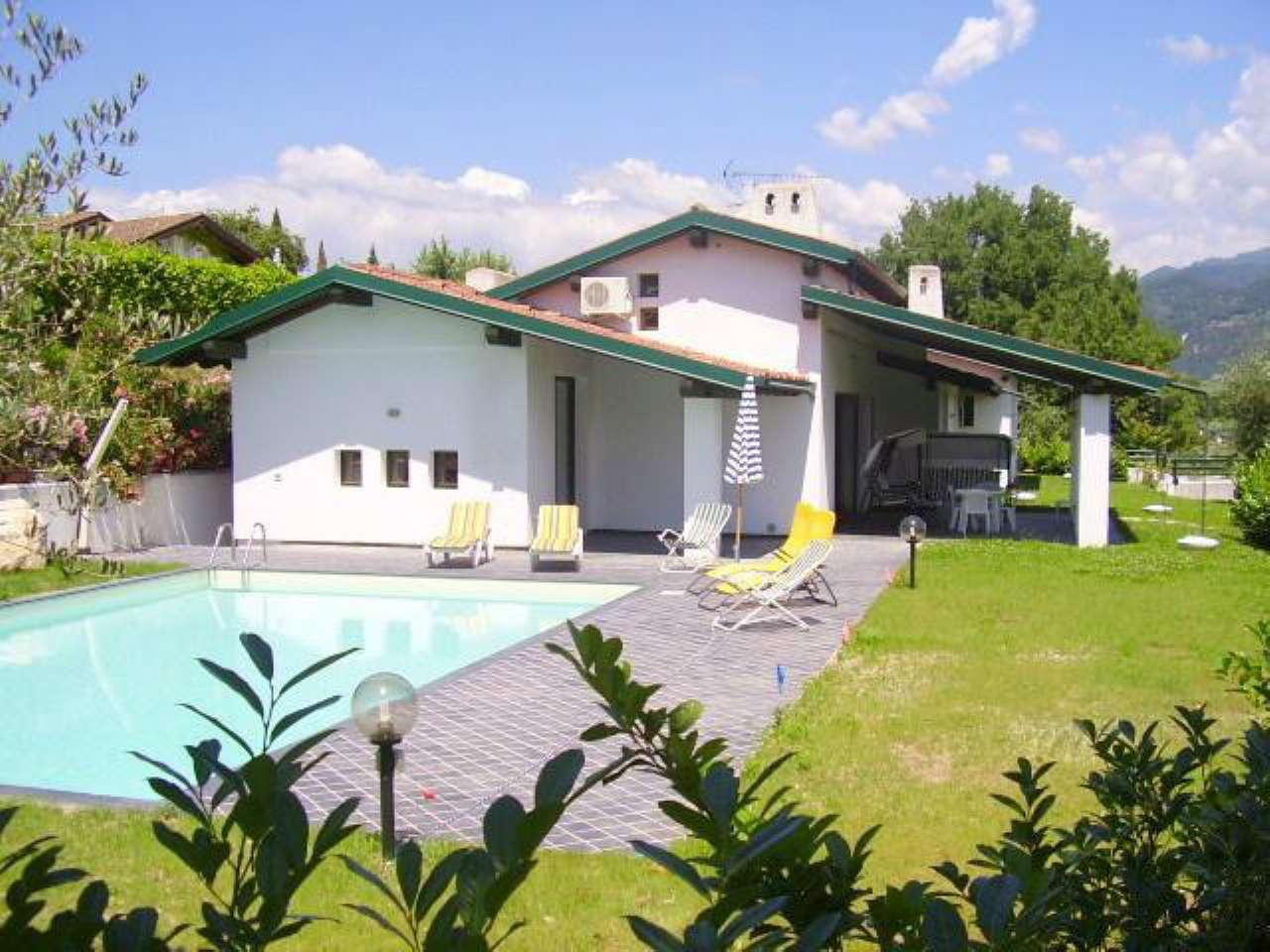 Villa in vendita a San Felice del Benaco, 13 locali, prezzo € 955.000 | CambioCasa.it