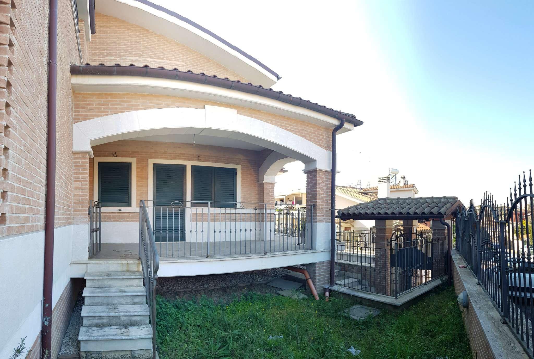Villa in vendita a Roma, 7 locali, zona Zona: 35 . Setteville - Casalone - Acqua Vergine, prezzo € 390.000 | CambioCasa.it