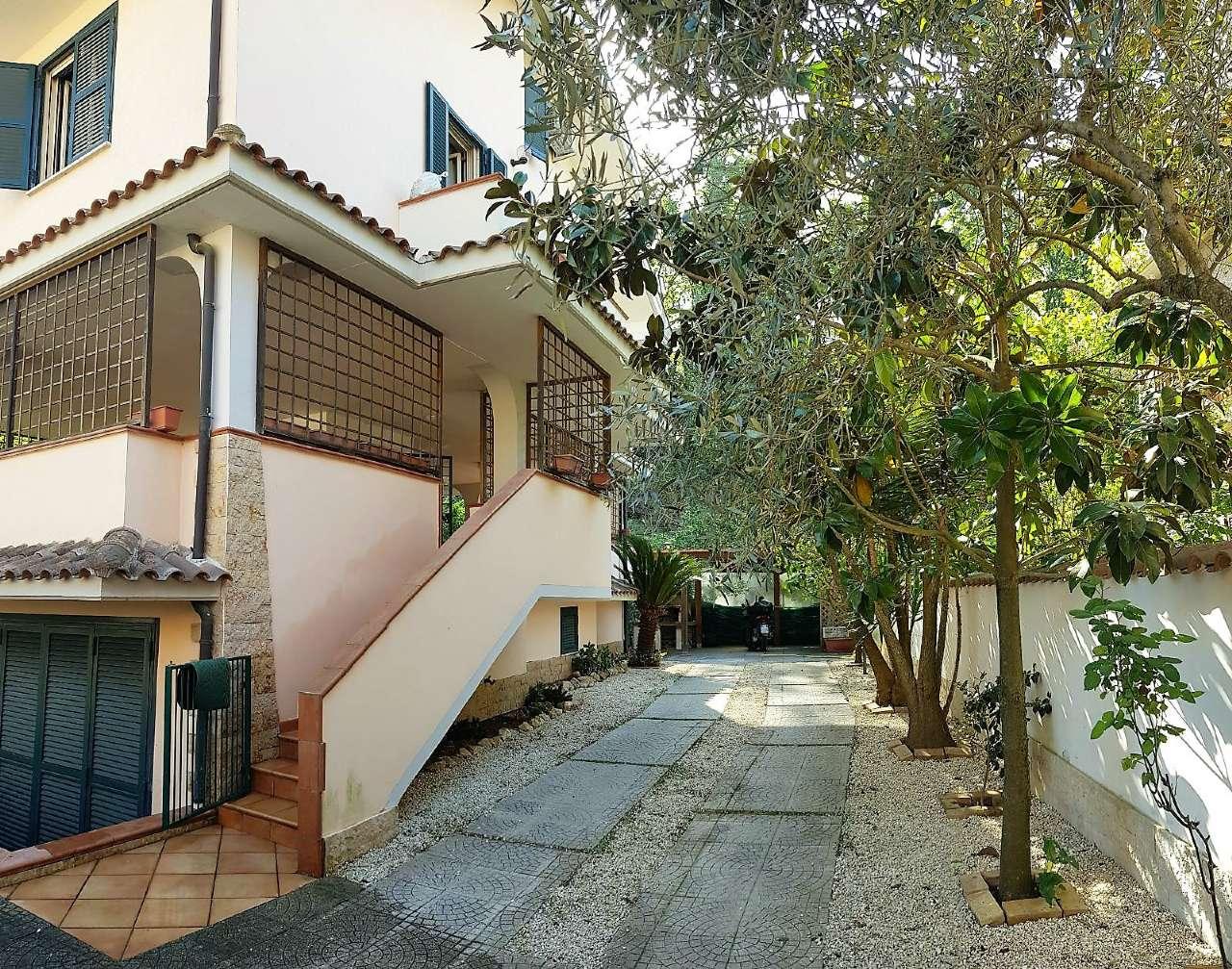 Villa in vendita a Roma, 10 locali, zona Zona: 41 . Castel di Guido - Casalotti - Valle Santa, prezzo € 385.000   CambioCasa.it