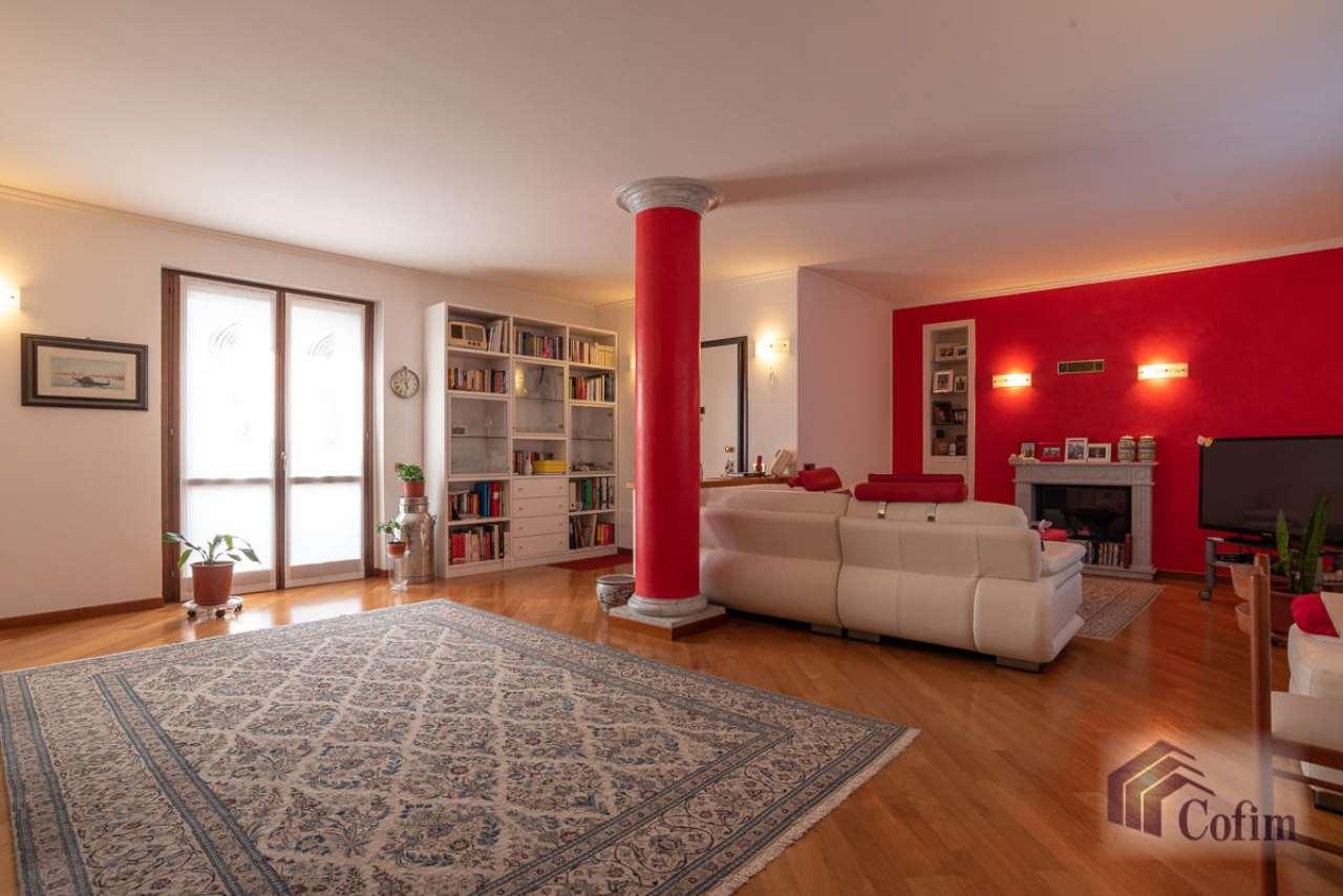 Attico / Mansarda in vendita a Peschiera Borromeo, 5 locali, prezzo € 595.000 | CambioCasa.it