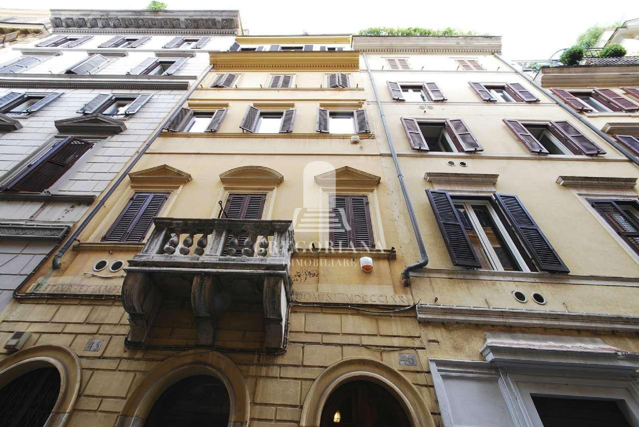 Fascinoso bilocale con balconcino- Via Gregoriana-Trinità dei monti