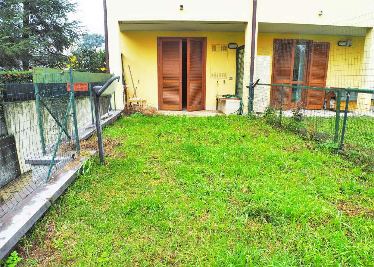 Appartamento in discrete condizioni in vendita Rif. 8650323