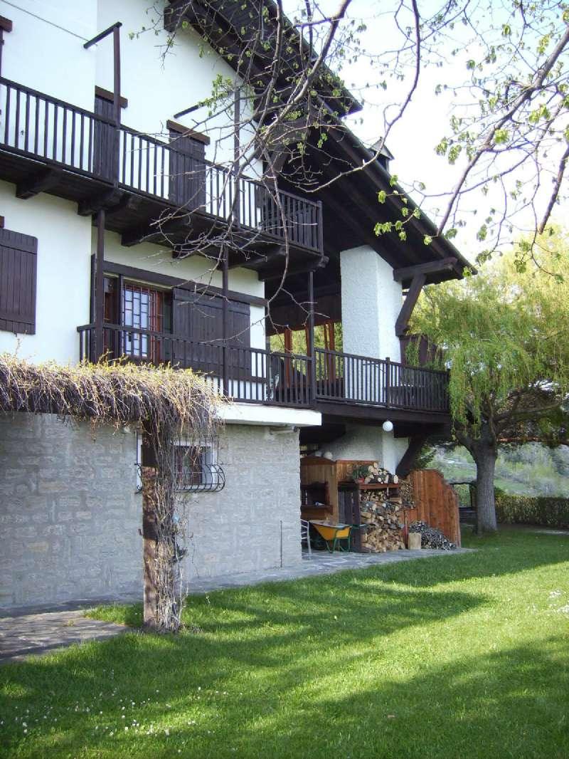 Appartamento in buone condizioni parzialmente arredato in vendita Rif. 9261586