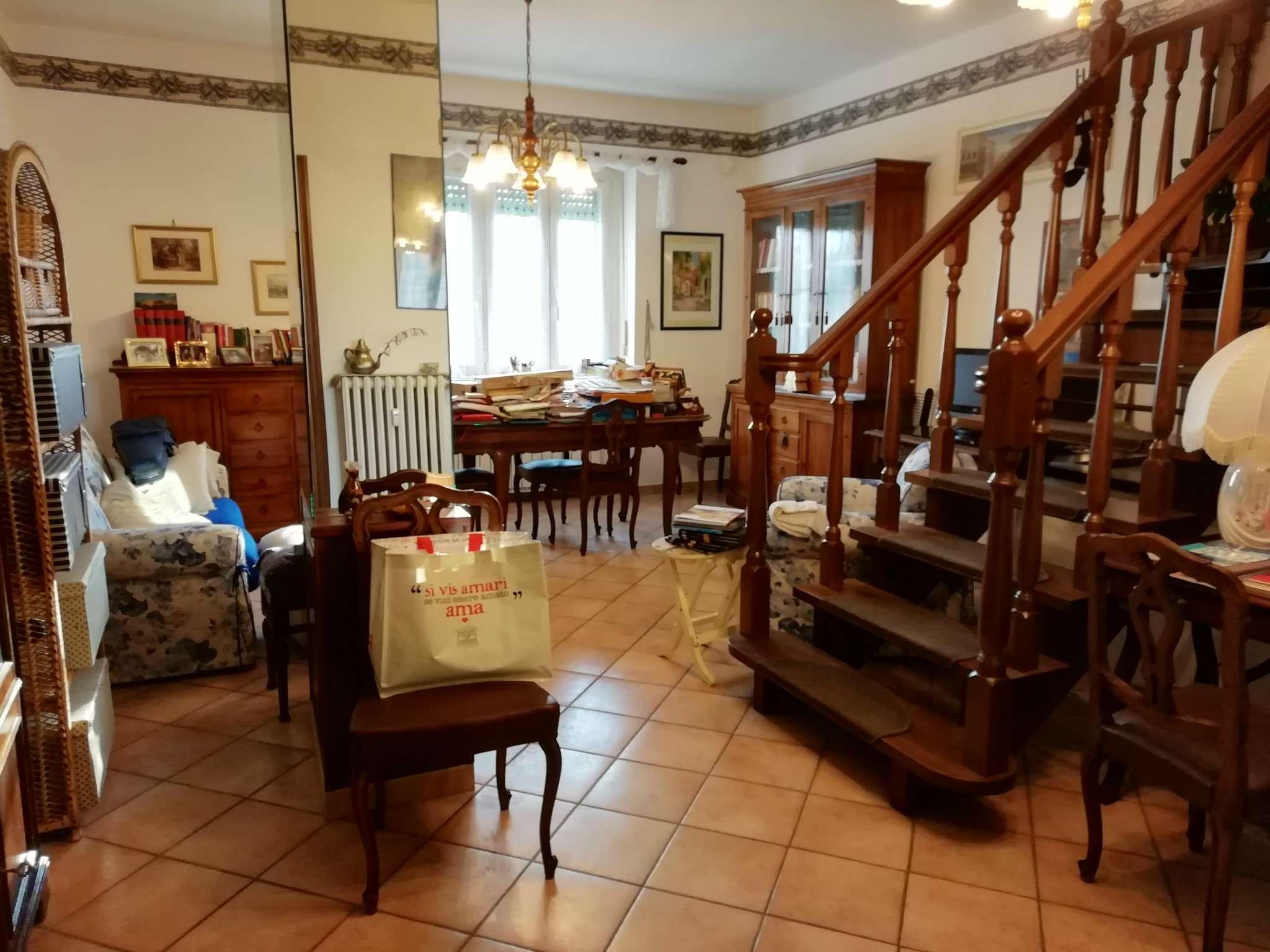 Appartamento in ottime condizioni arredato in affitto Rif. 9337854