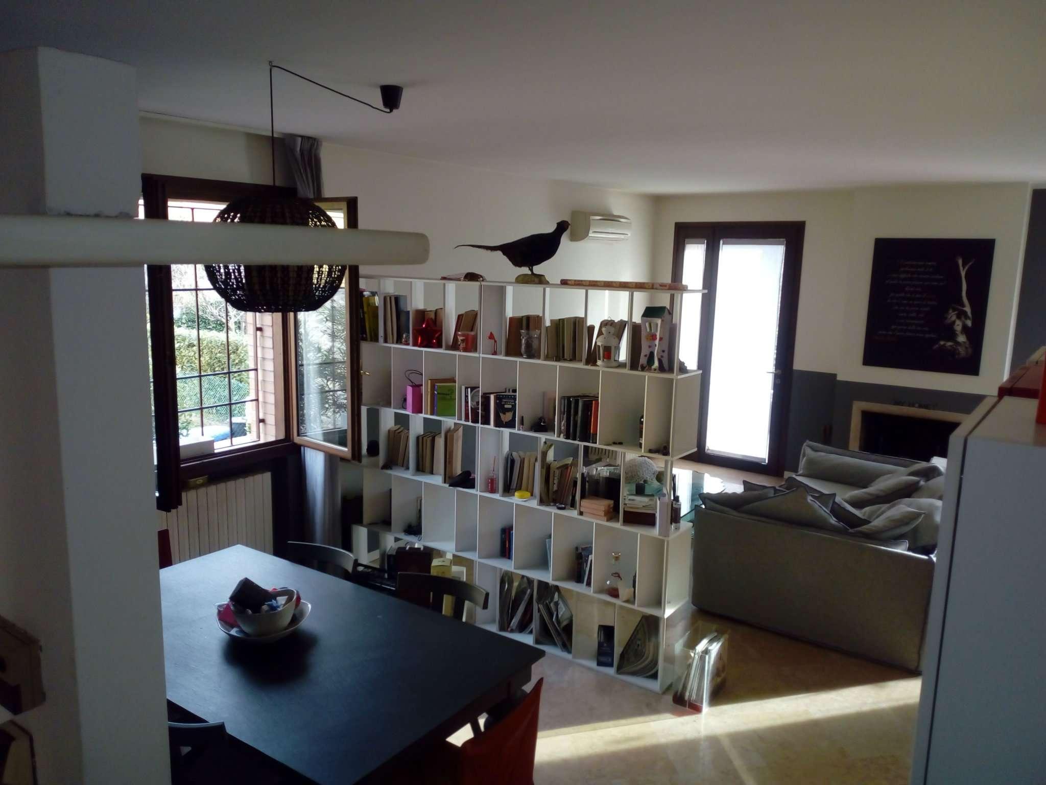 Soluzione Indipendente in affitto a Modena, 8 locali, prezzo € 1.600 | CambioCasa.it