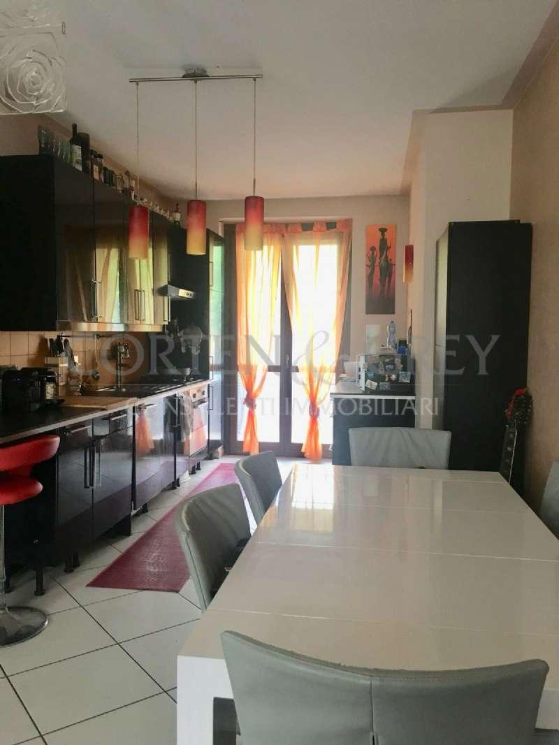 Appartamento in buone condizioni in vendita Rif. 6218084