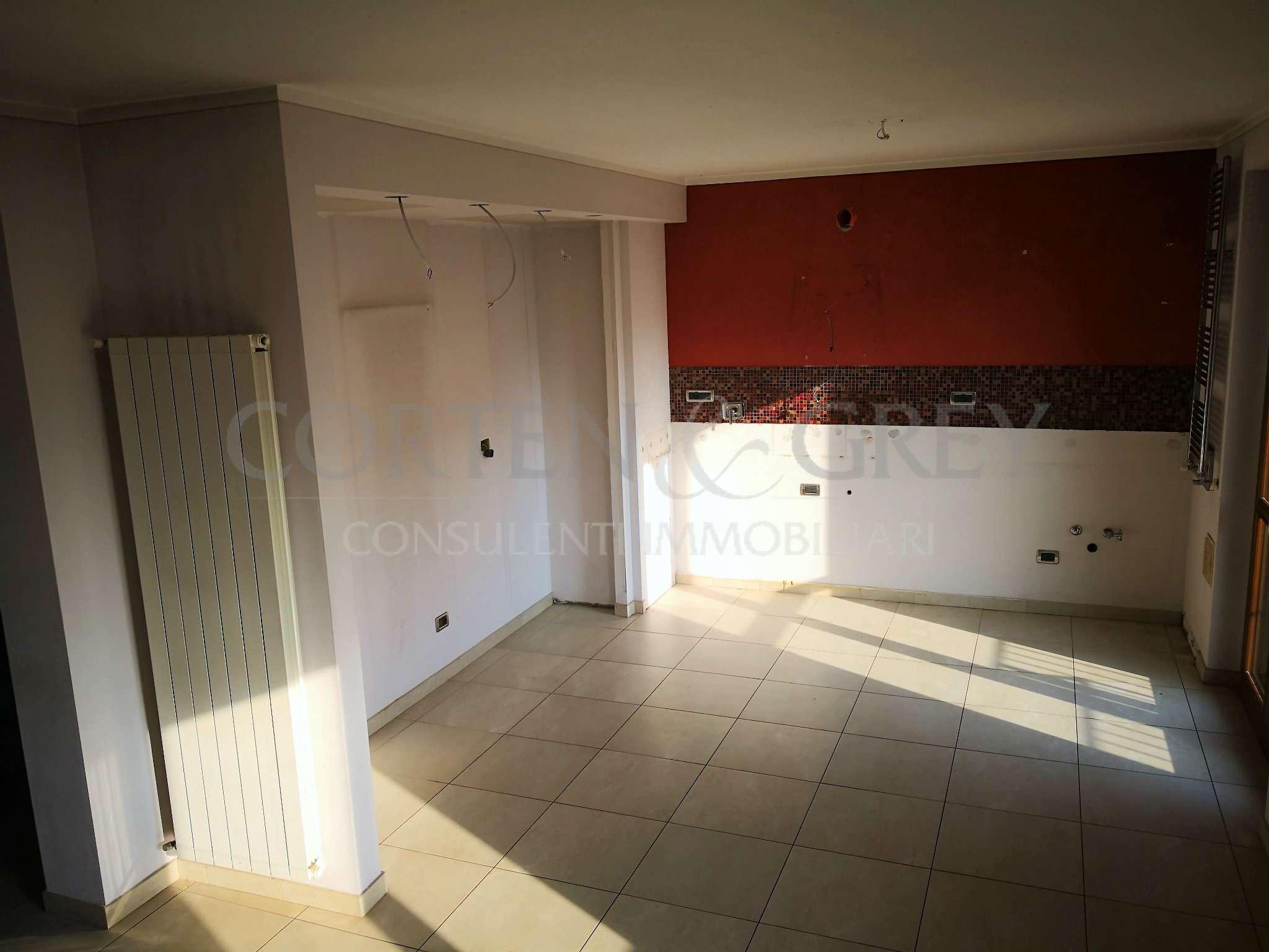 Appartamento in buone condizioni in vendita Rif. 8762361