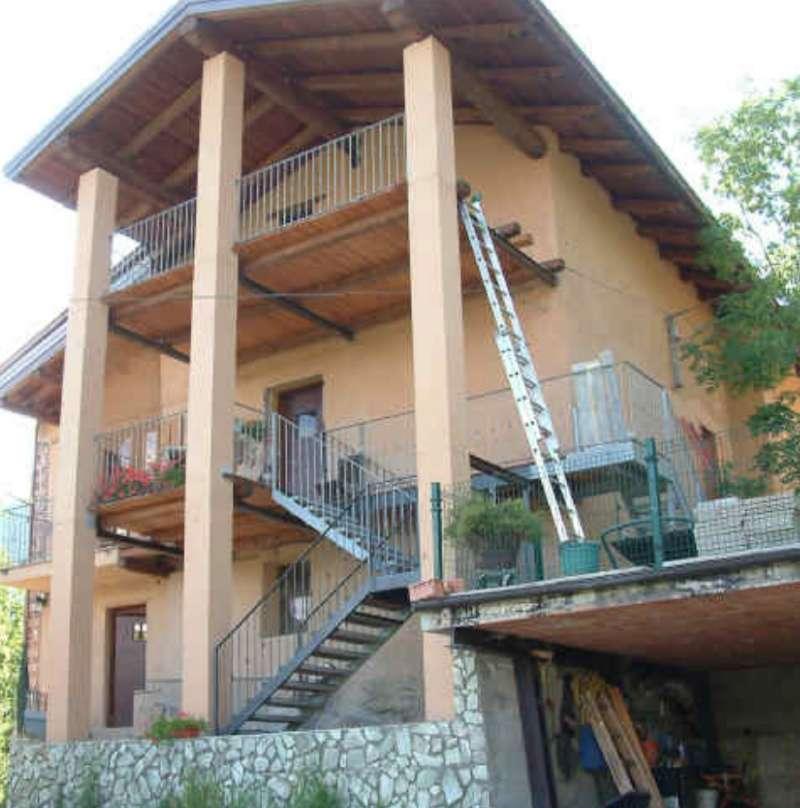 Appartamento in buone condizioni in vendita Rif. 7530236