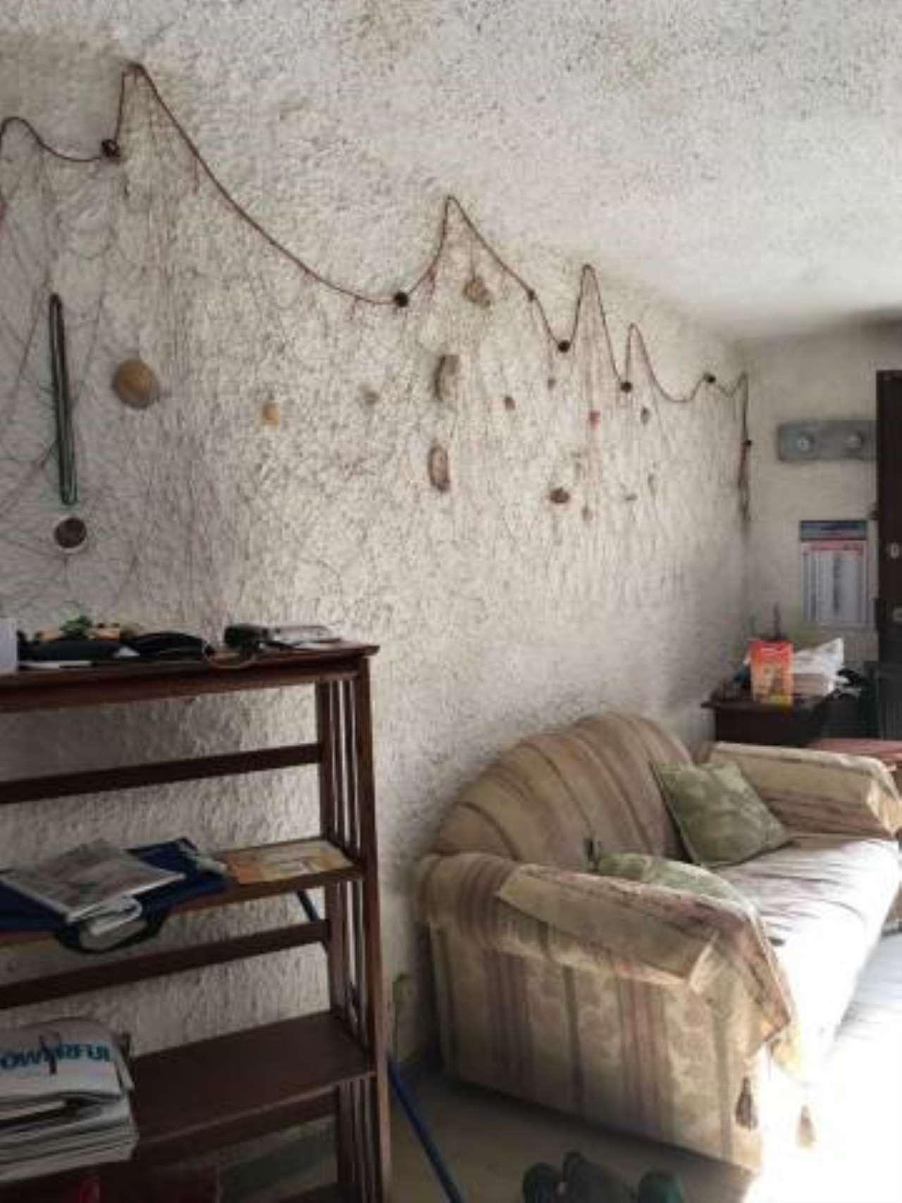 Appartamento in buone condizioni arredato in affitto Rif. 5305069
