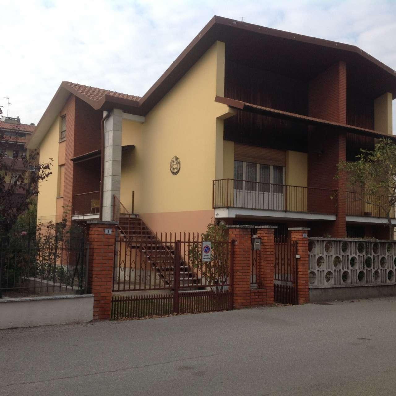 Villa in vendita a San Colombano al Lambro, 6 locali, prezzo € 290.000   CambioCasa.it