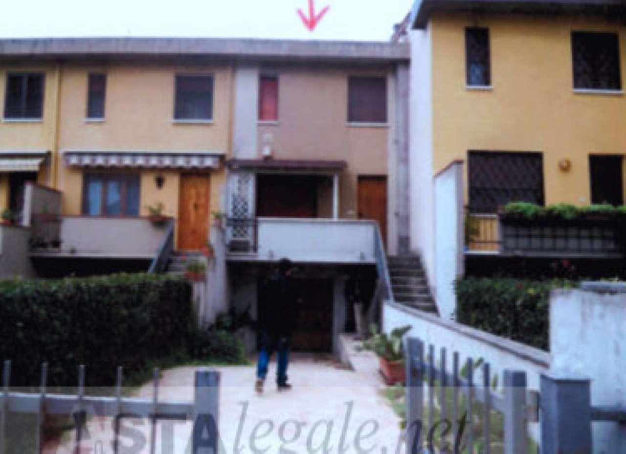 Appartamento in buone condizioni in vendita Rif. 8564967