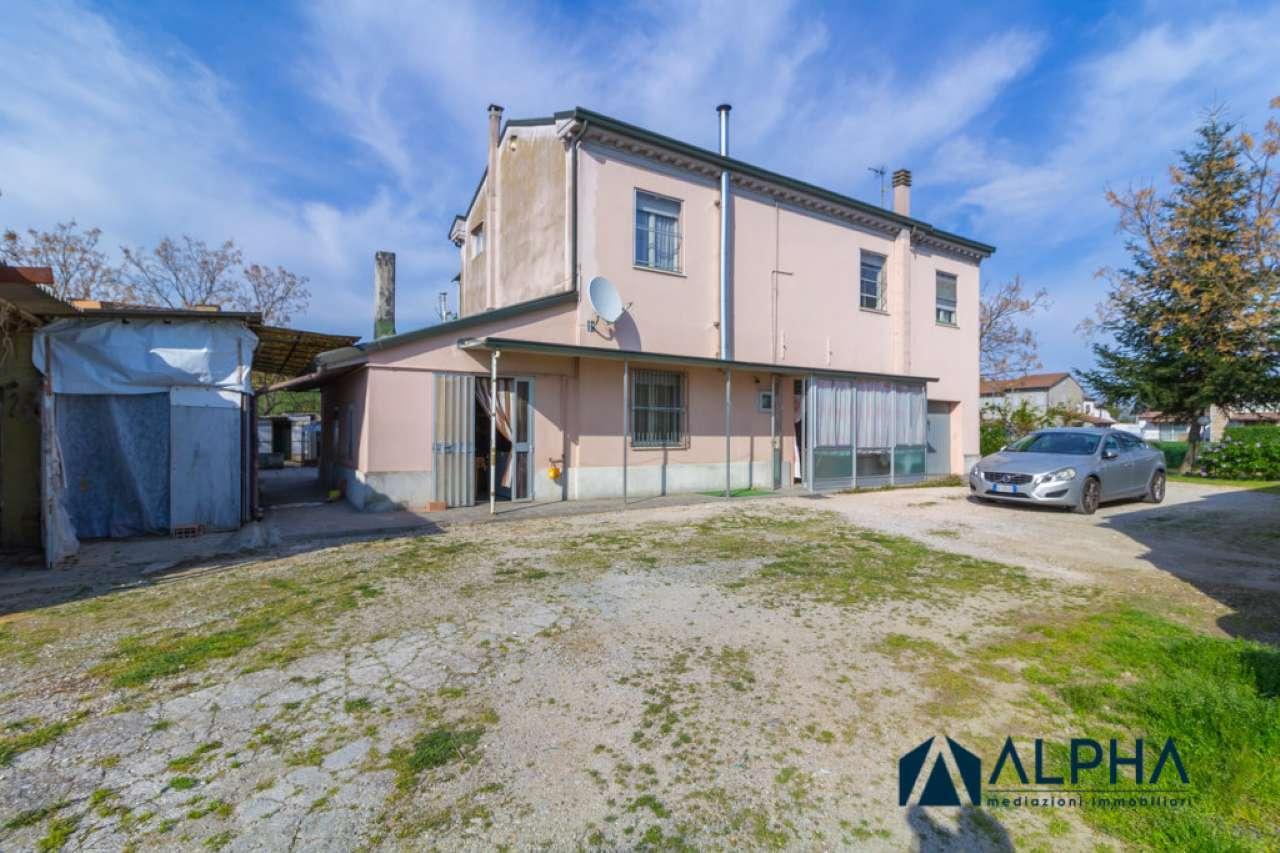 Soluzione Indipendente in vendita a Cesena, 4 locali, prezzo € 250.000   CambioCasa.it
