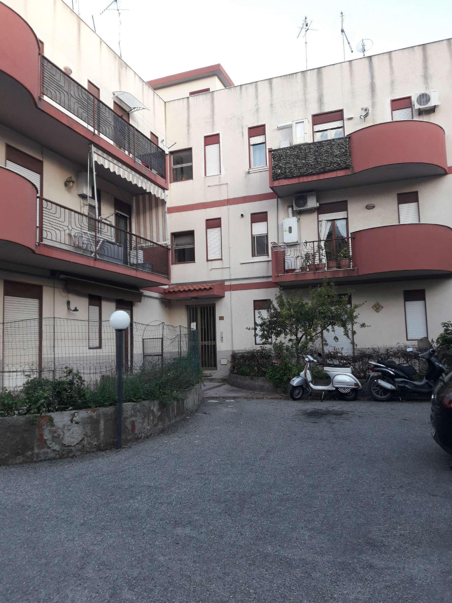Appartamento in buone condizioni arredato in affitto Rif. 9164091