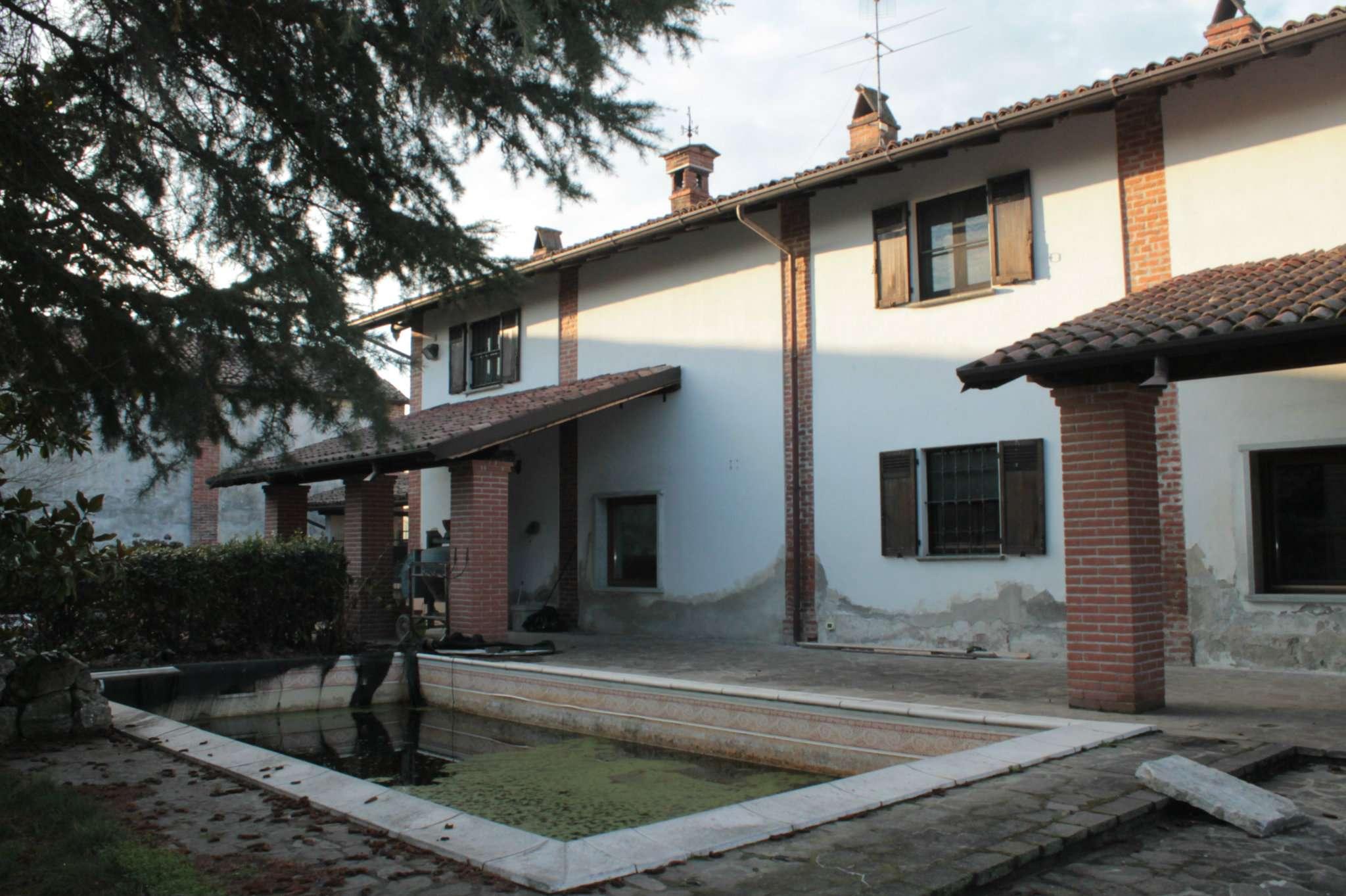 Rustico / Casale in vendita a Mezzana Rabattone, 7 locali, prezzo € 160.000 | CambioCasa.it