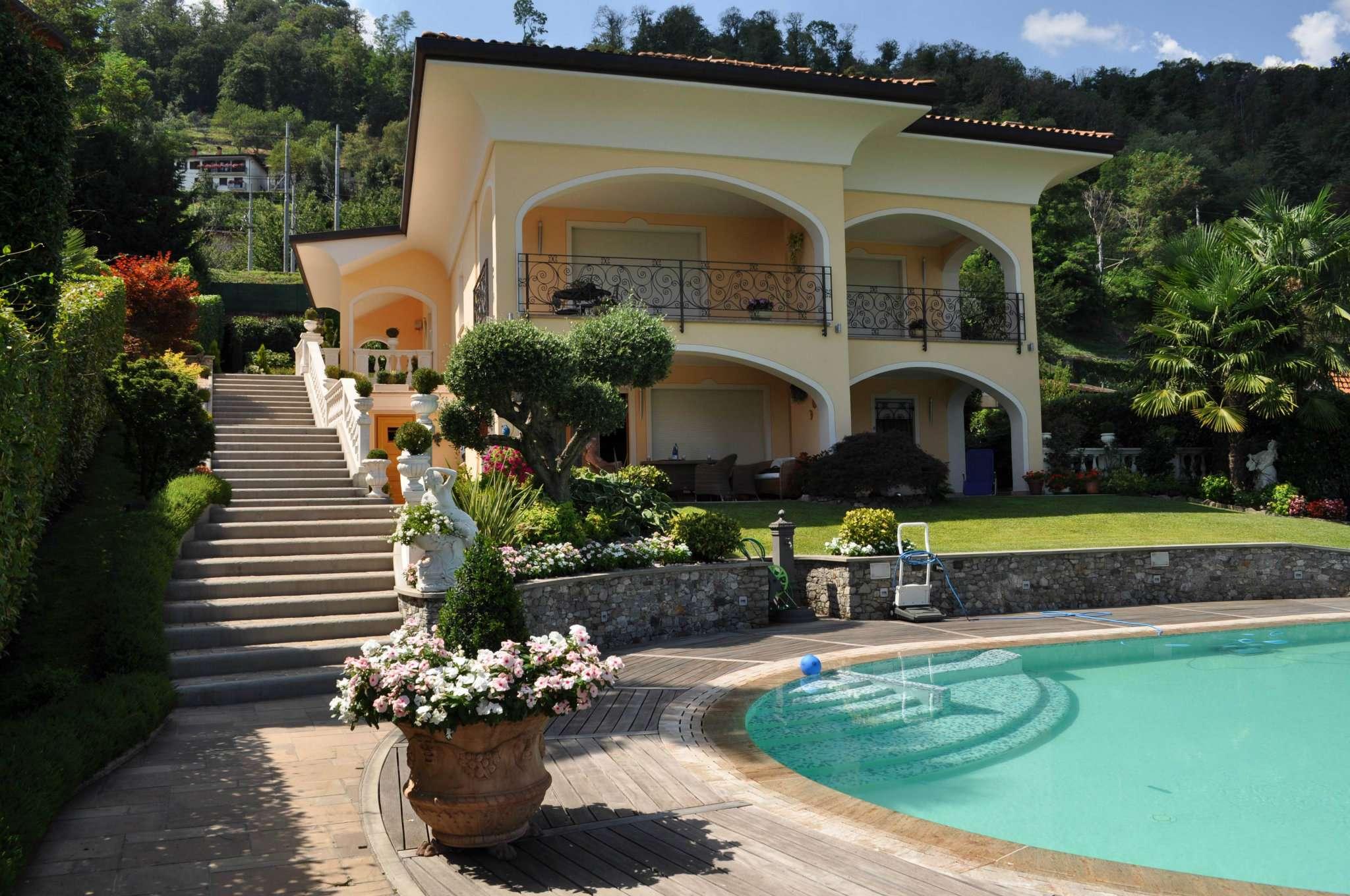 Villa in Vendita a Meina
