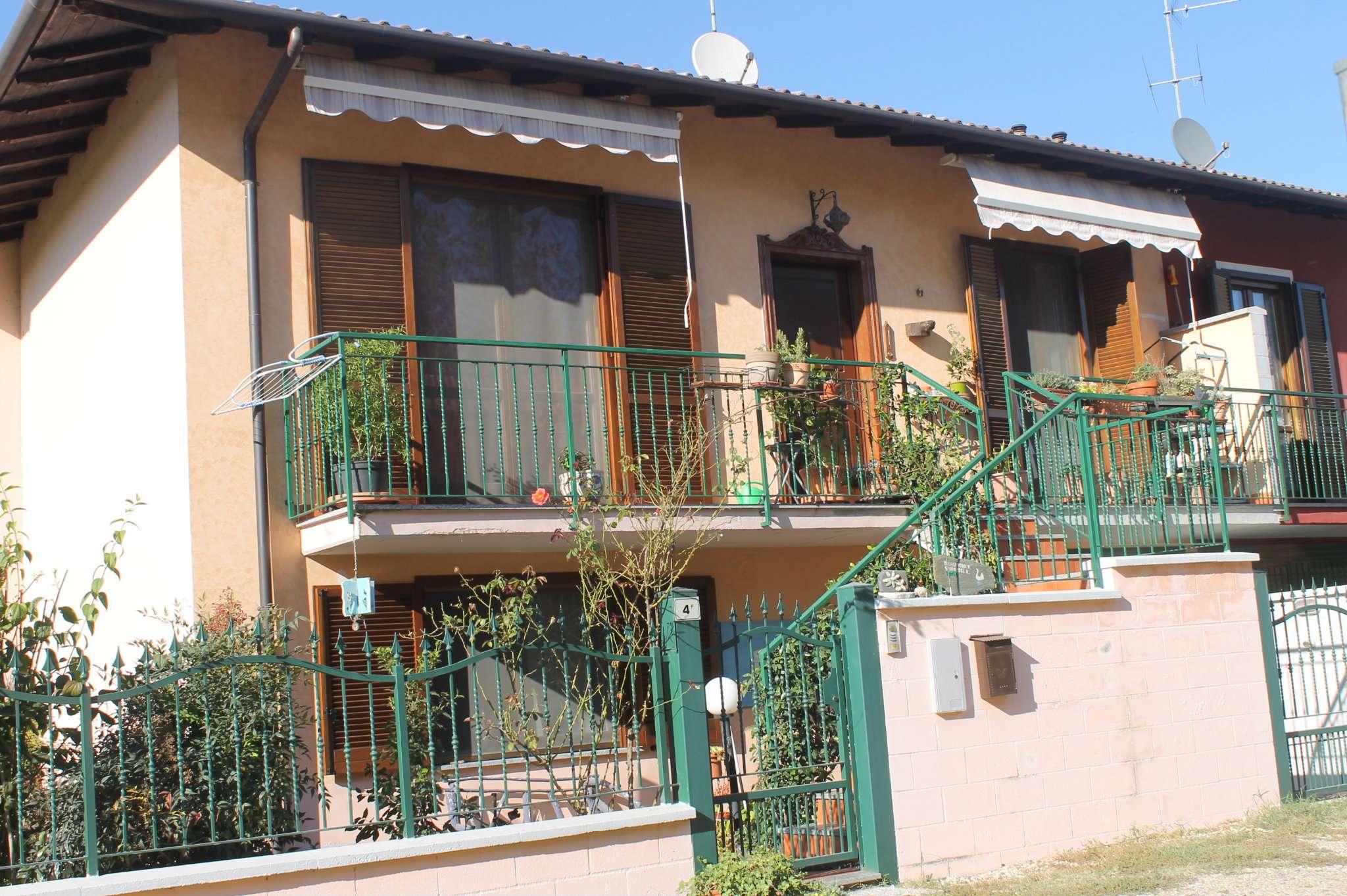 Villa a Schiera in vendita a Dorno, 5 locali, prezzo € 140.000 | CambioCasa.it