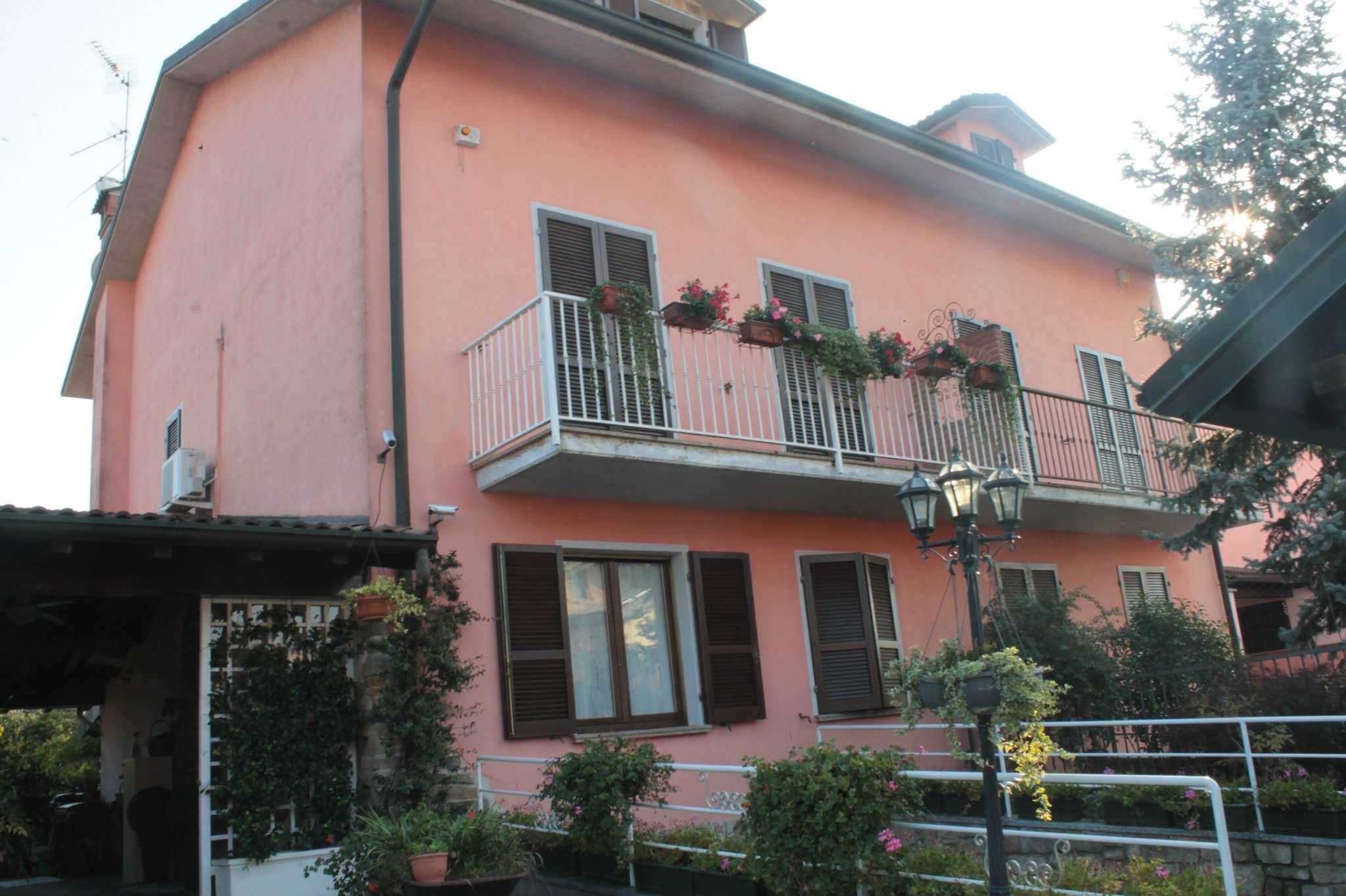 Villa Bifamiliare in vendita a Zinasco, 8 locali, prezzo € 220.000 | CambioCasa.it