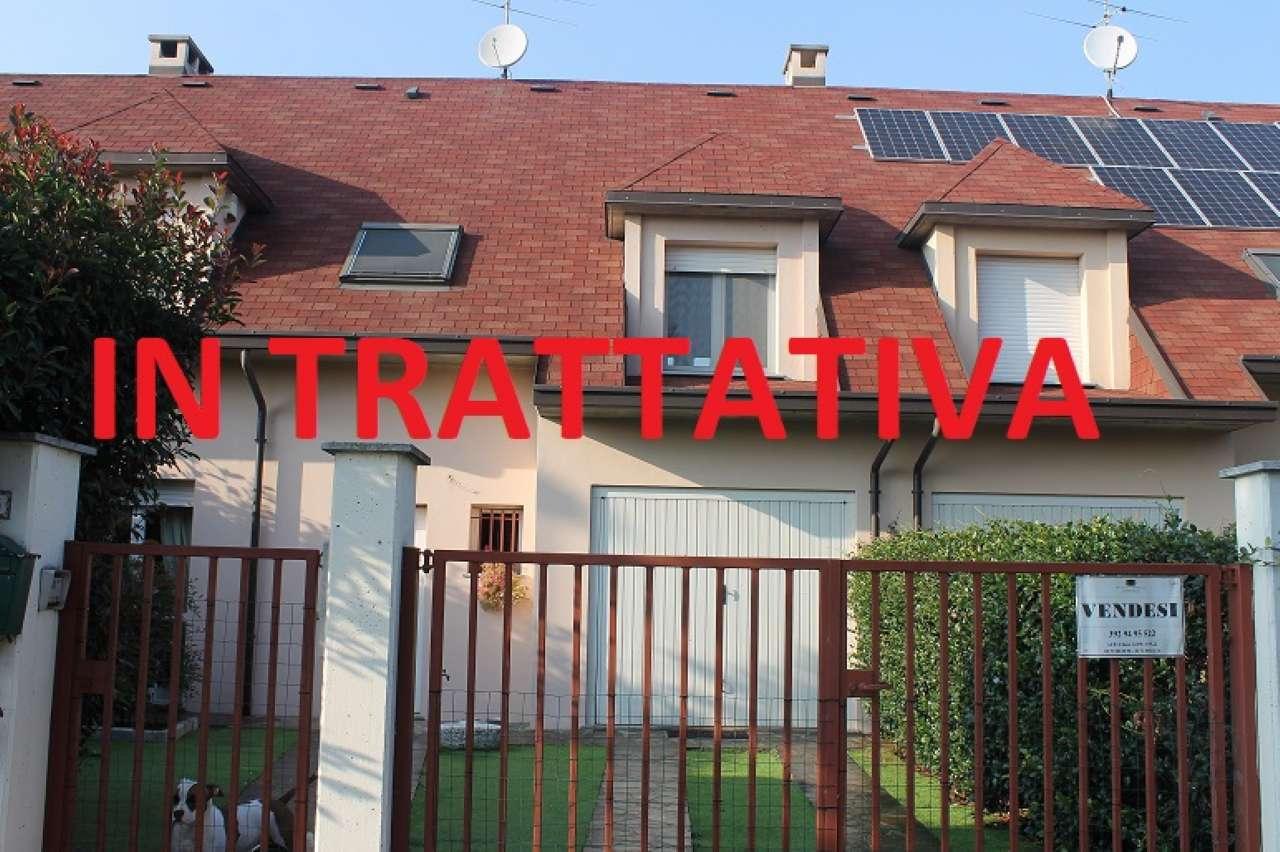 Villa a Schiera in vendita a Dorno, 7 locali, prezzo € 175.000 | CambioCasa.it