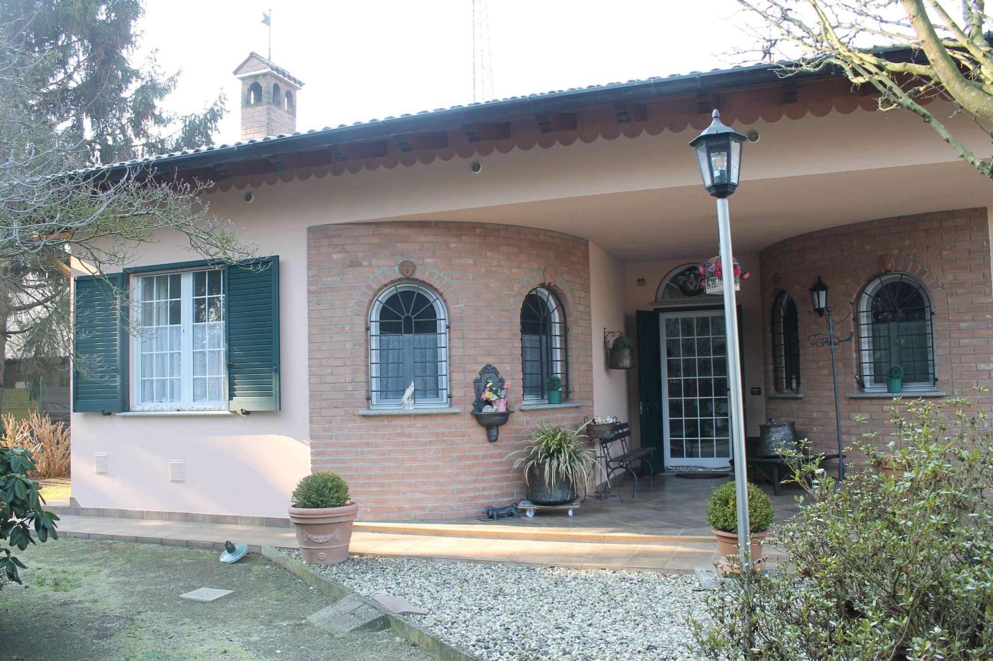 Villa in vendita a Alagna, 9 locali, prezzo € 355.000   CambioCasa.it