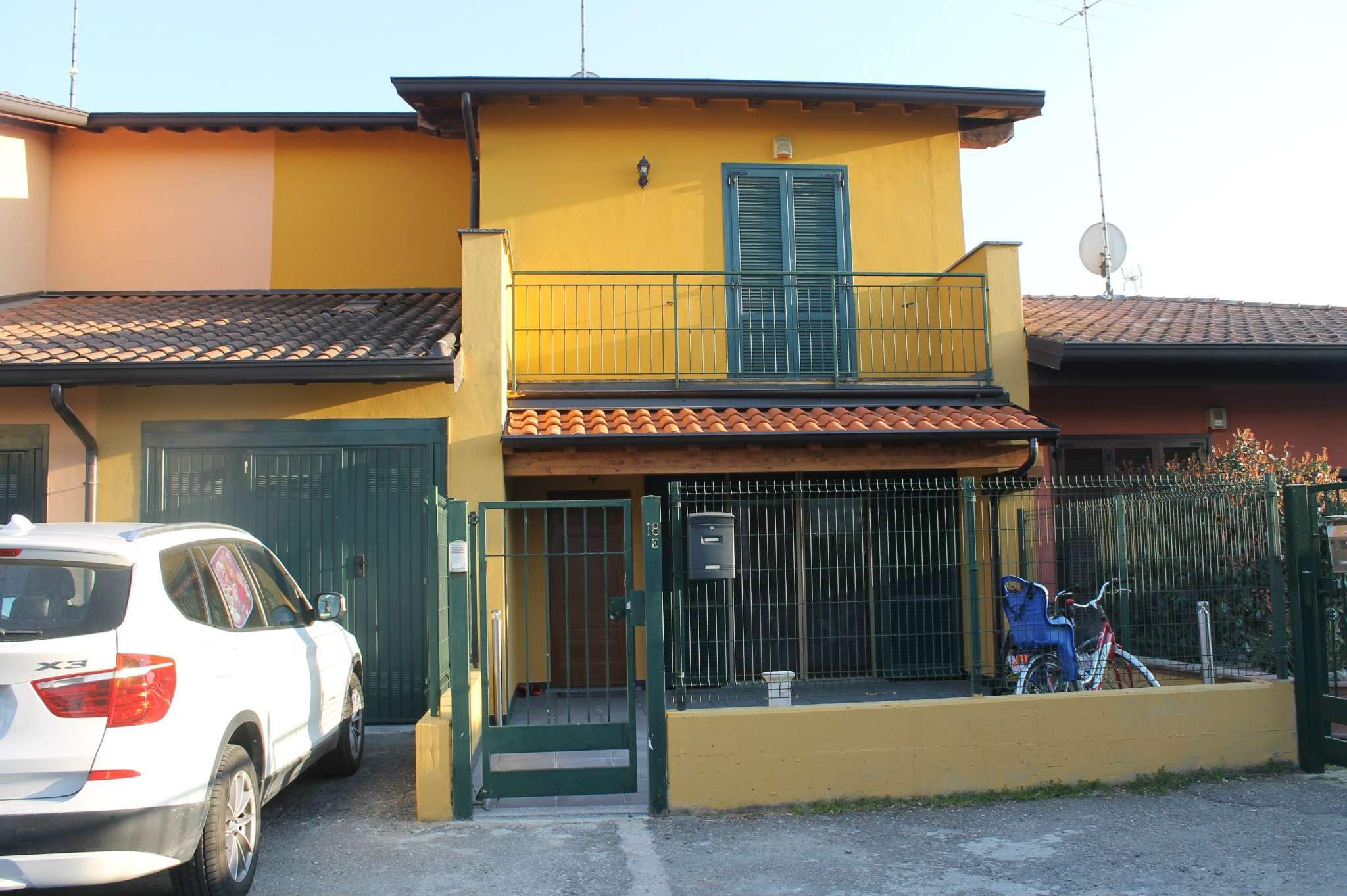Villa Bifamiliare in Vendita a Dorno