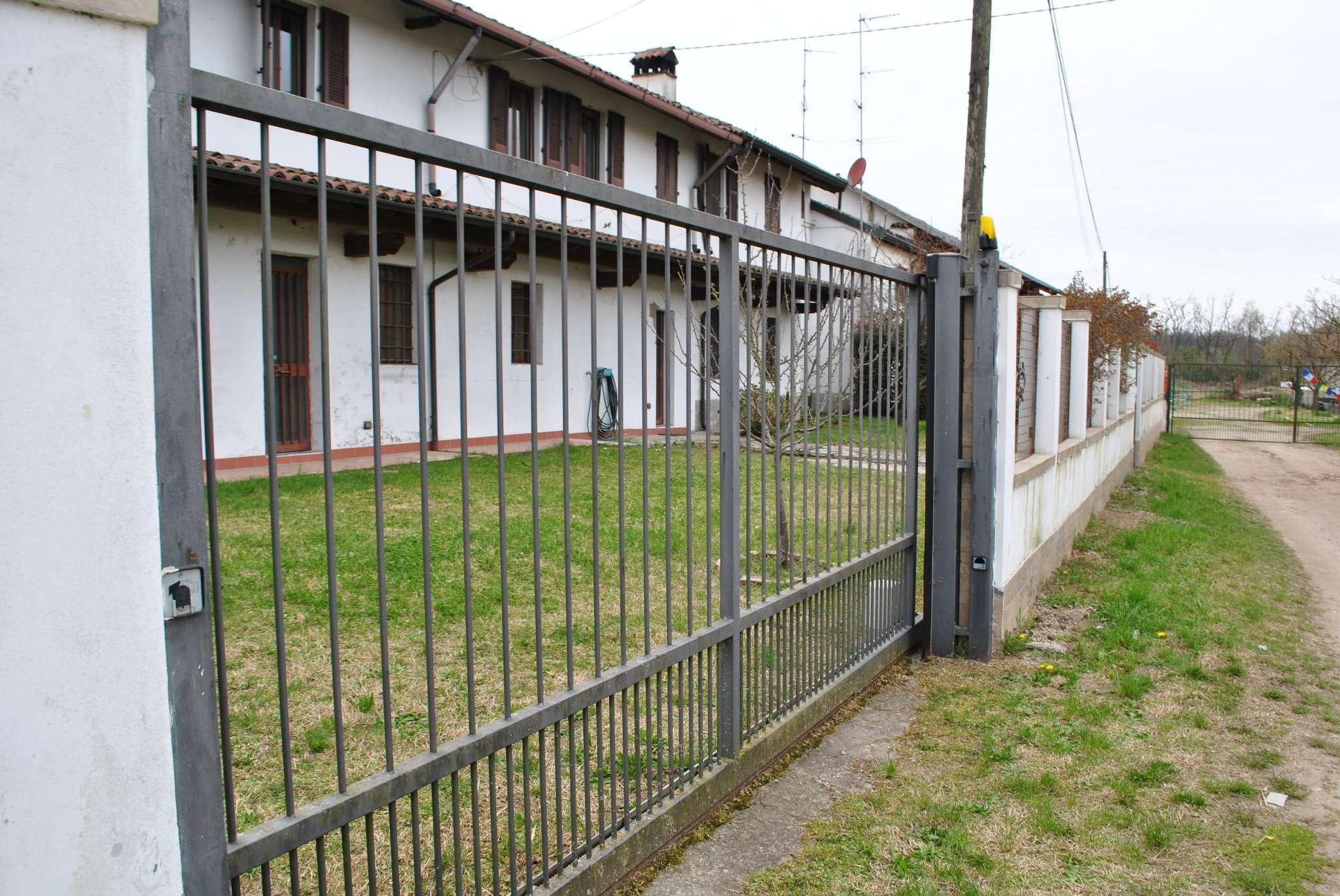 Soluzione Indipendente in vendita a Borgo San Siro, 8 locali, prezzo € 119.000 | PortaleAgenzieImmobiliari.it