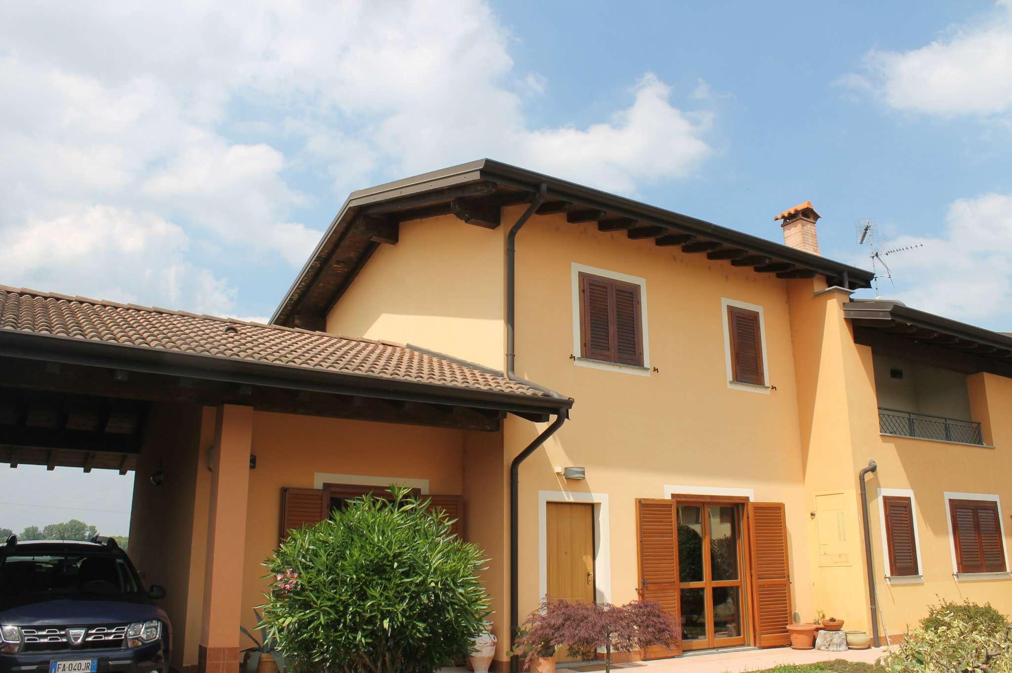 Villa Bifamiliare in vendita a Dorno, 7 locali, prezzo € 235.000 | PortaleAgenzieImmobiliari.it