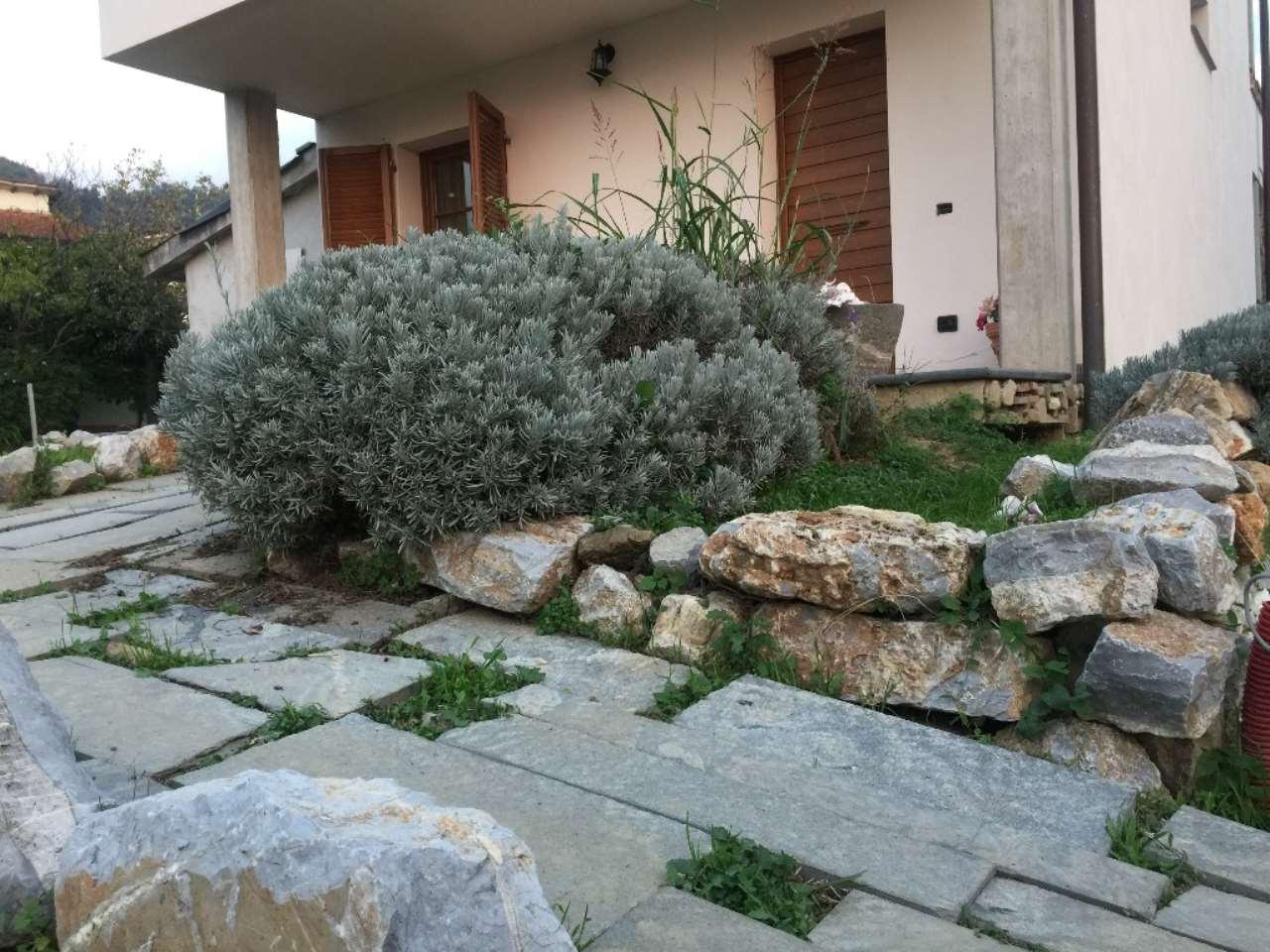 Villa in vendita a Massarosa, 6 locali, prezzo € 390.000 | CambioCasa.it