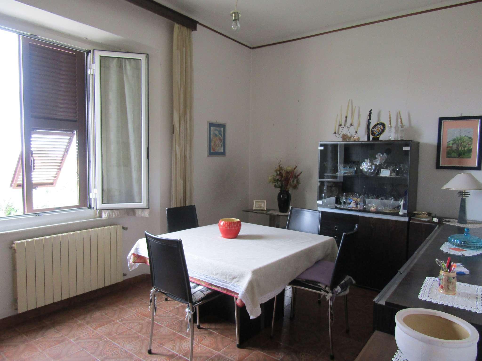 Appartamento in vendita a Ortonovo, 4 locali, prezzo € 89.000   PortaleAgenzieImmobiliari.it