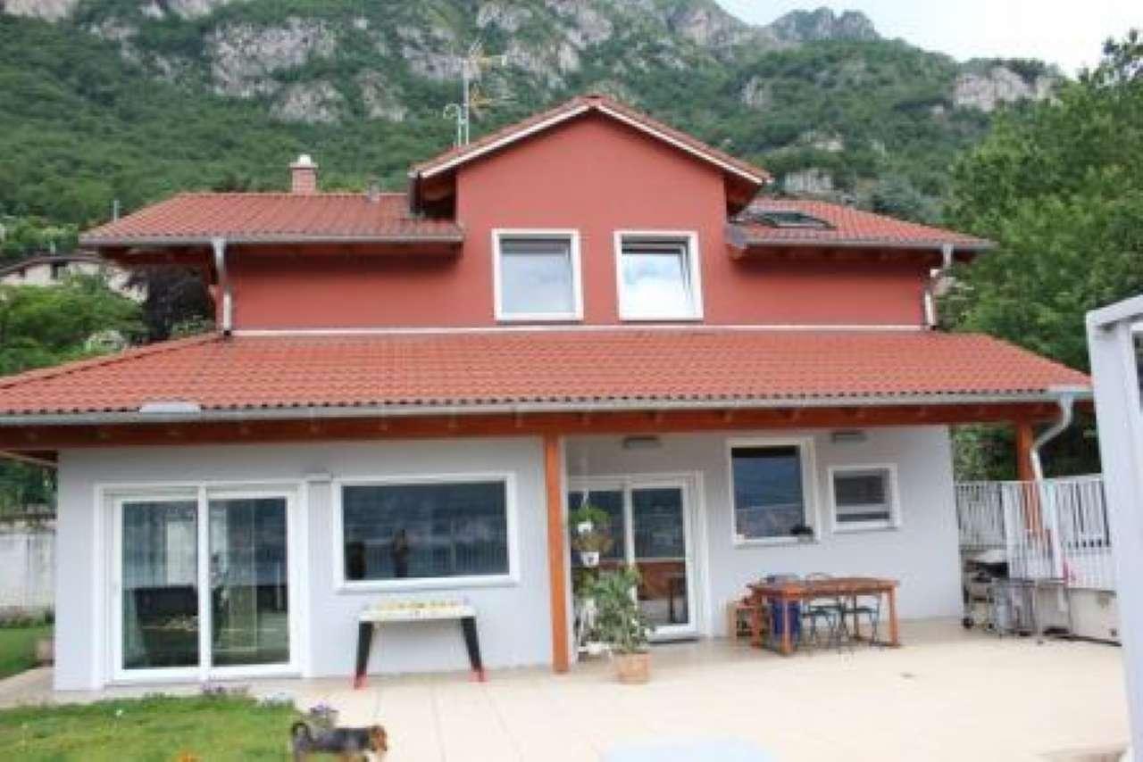 Villa in vendita a Pescate