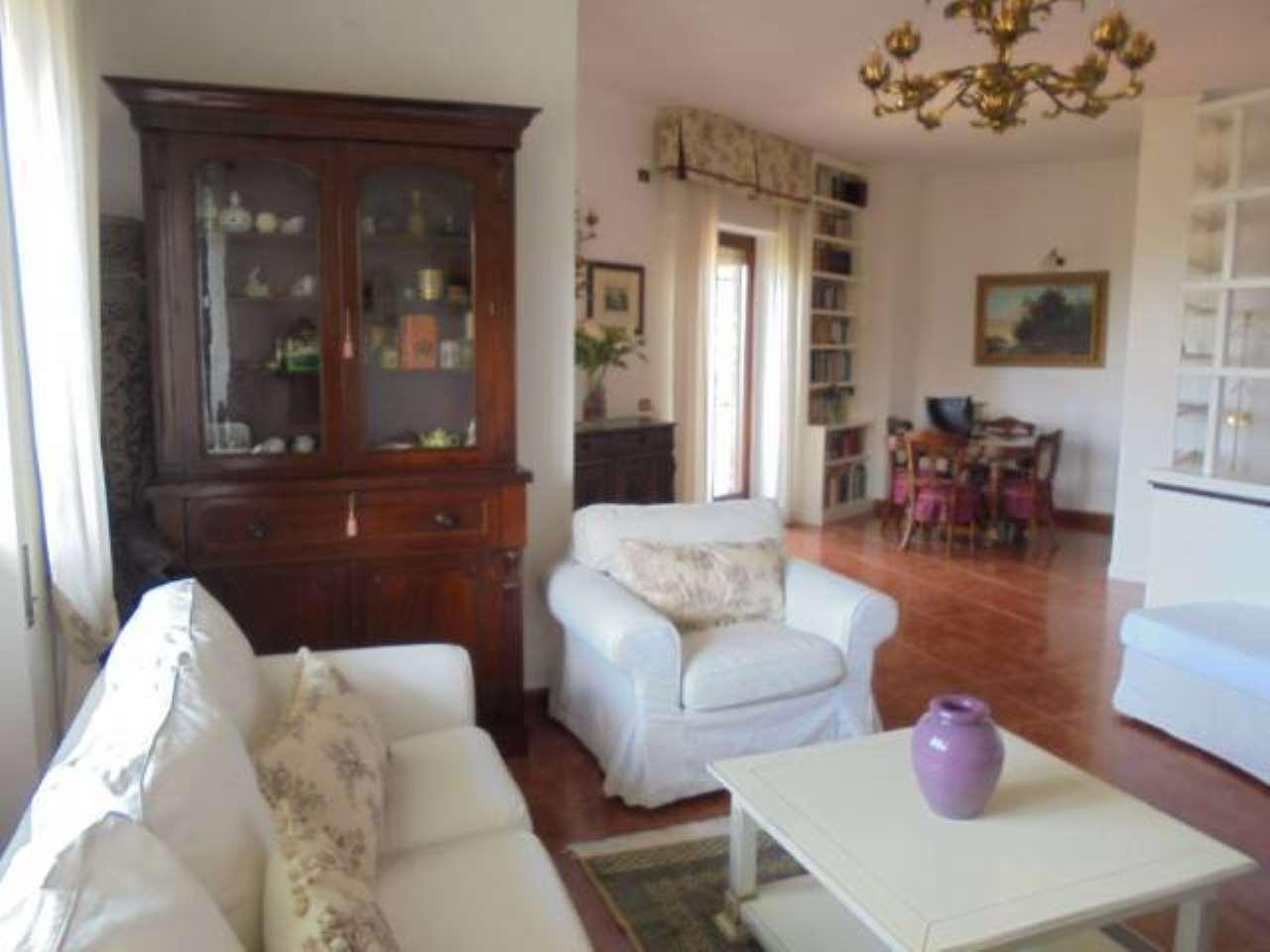 Appartamento in buone condizioni arredato in affitto Rif. 5313001