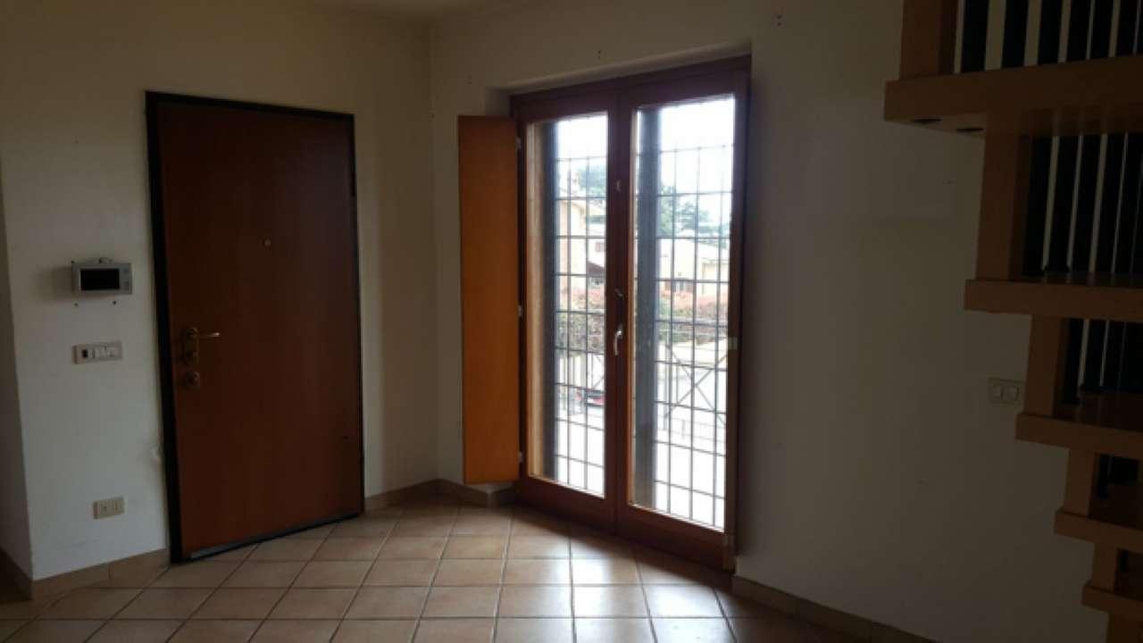 Appartamento in buone condizioni in affitto Rif. 6318988