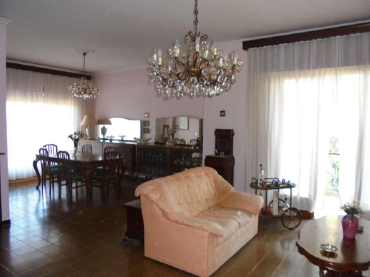 Appartamento in buone condizioni parzialmente arredato in affitto Rif. 6409204