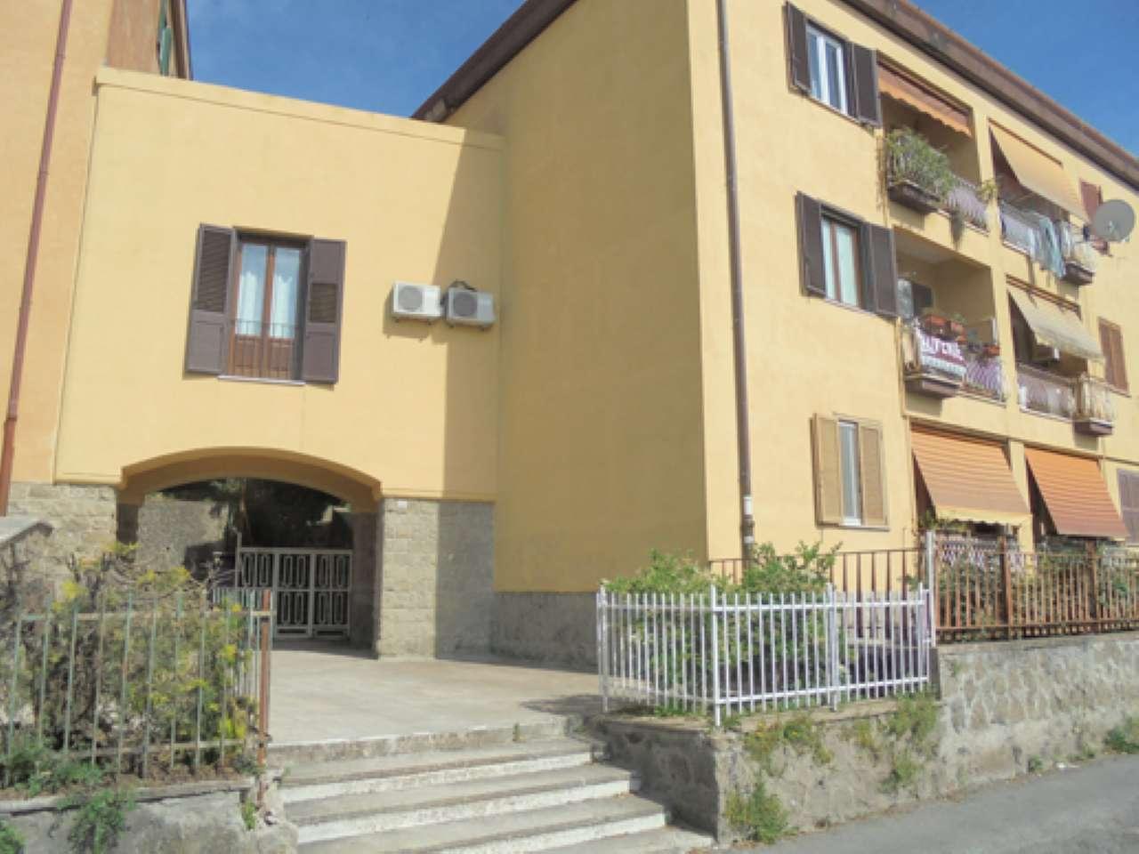 Appartamento in ottime condizioni parzialmente arredato in vendita Rif. 6860981