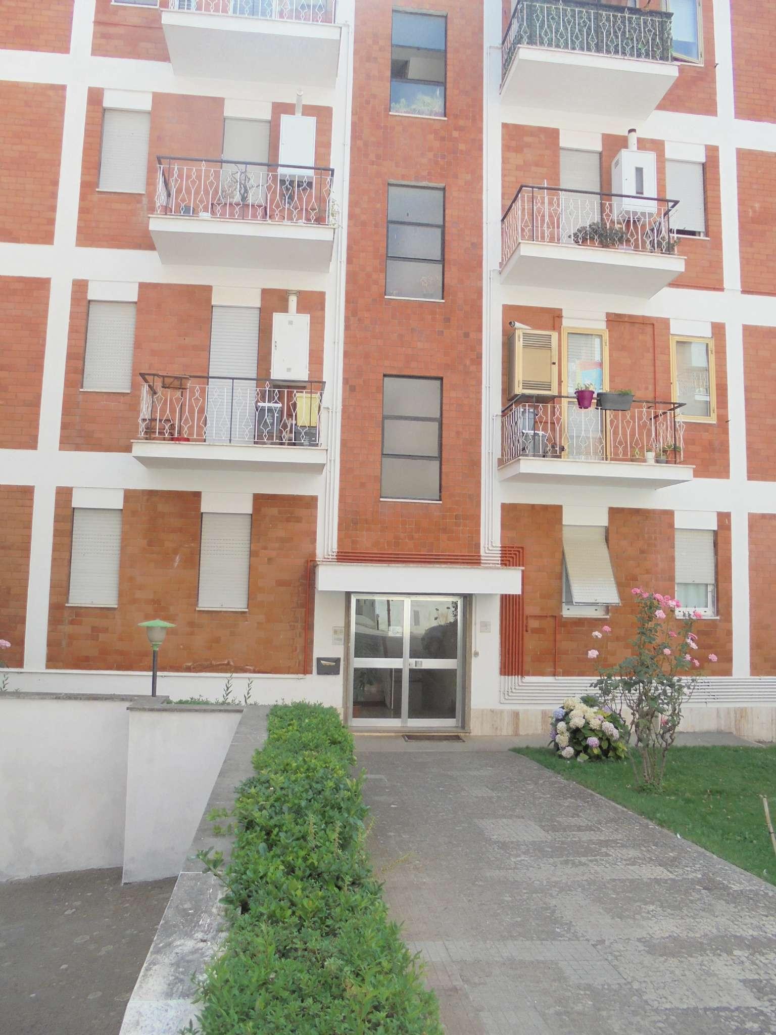 Appartamento in buone condizioni parzialmente arredato in affitto Rif. 7326502