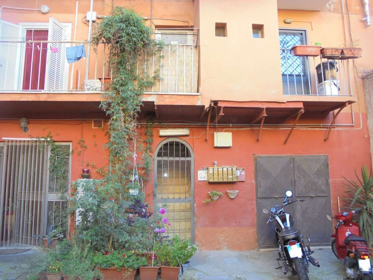 Appartamento in buone condizioni in affitto Rif. 8089936