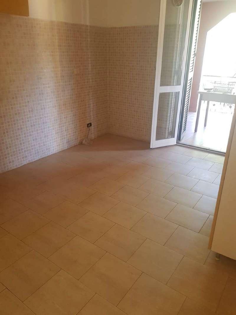 Appartamento in buone condizioni in affitto Rif. 7971236