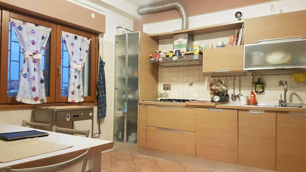 Appartamento in vendita a Roma, 4 locali, zona Zona: 40 . Piana del Sole, Casal Lumbroso, Malagrotta, Ponte Galeria, prezzo € 250.000   CambioCasa.it