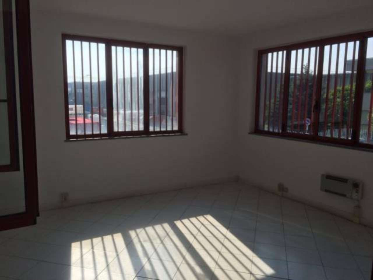 Capannone in vendita a Trezzano Rosa, 6 locali, prezzo € 650.000 | PortaleAgenzieImmobiliari.it